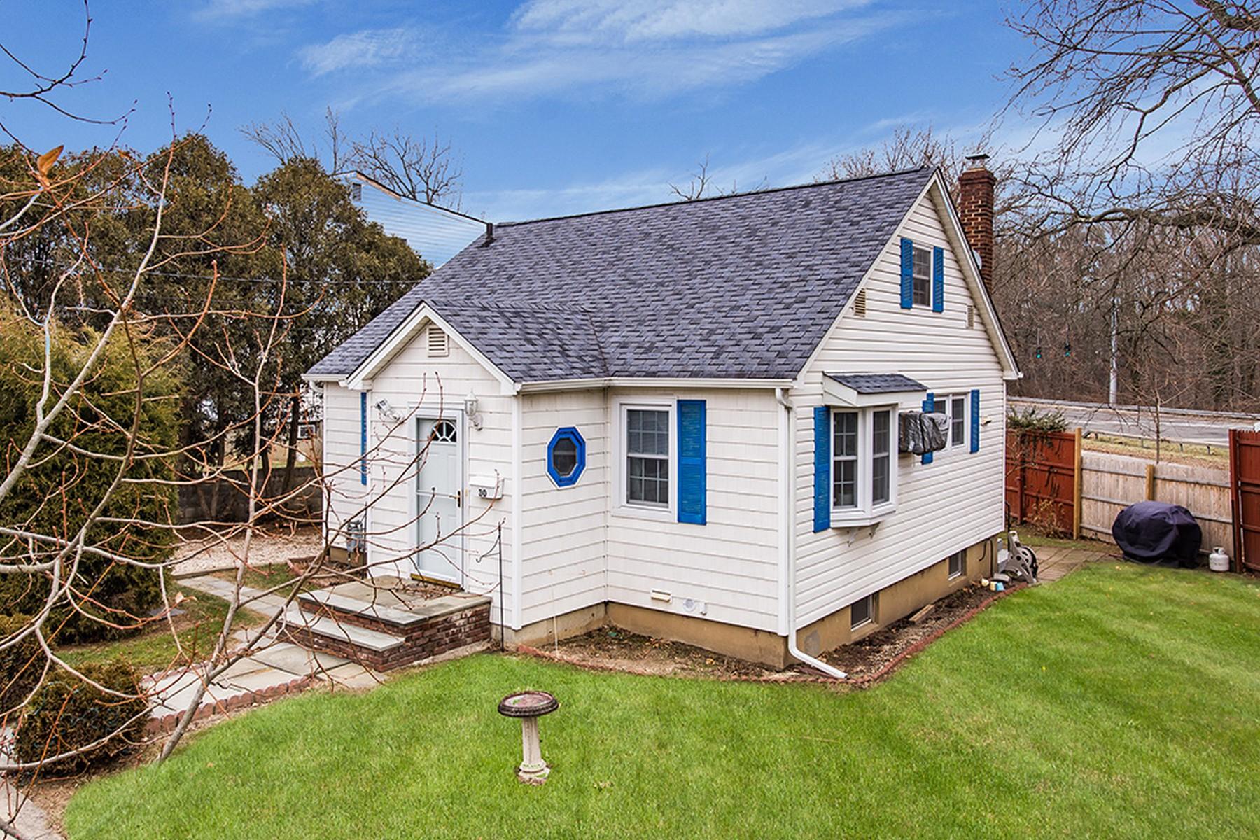 واحد منزل الأسرة للـ Sale في 30 Post St , Glen Head, NY 11545 30 Post St, Glen Head, New York, 11545 United States