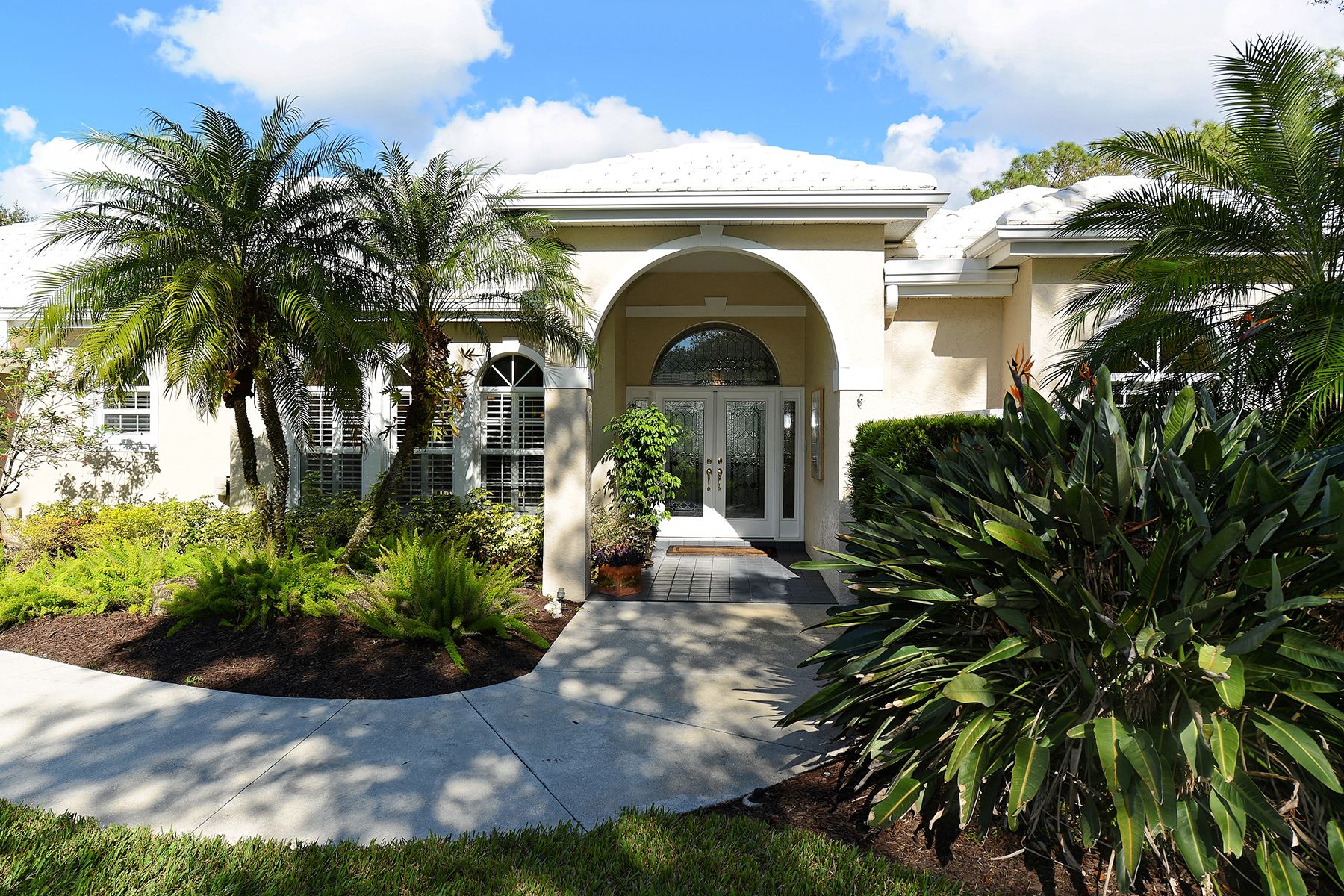 Single Family Home for Sale at LAUREL OAK ESTATES 3249 Walter Travis Dr, Sarasota, Florida, 34240 United States