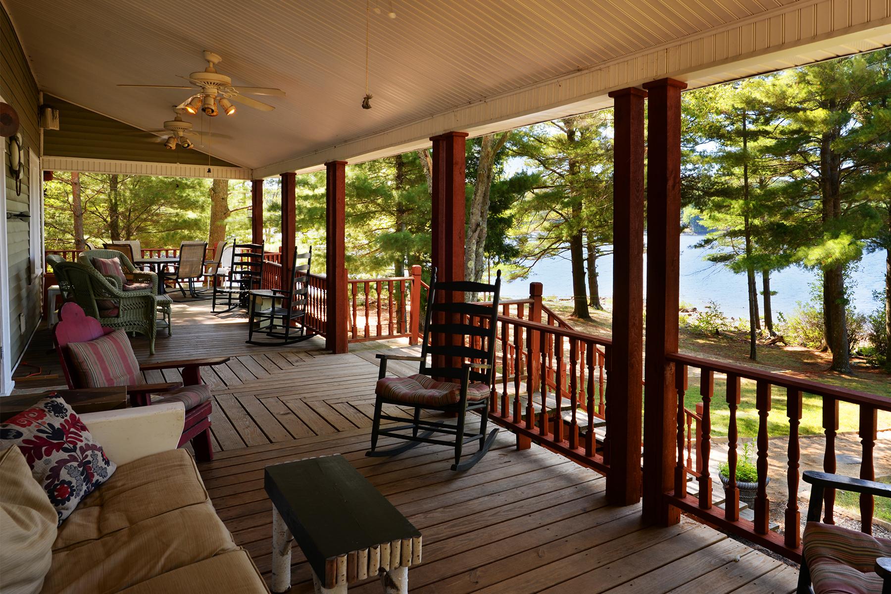 独户住宅 为 销售 在 Lake Front Home 2172 North Shore Rd, 哈德利, 纽约州, 12835 美国