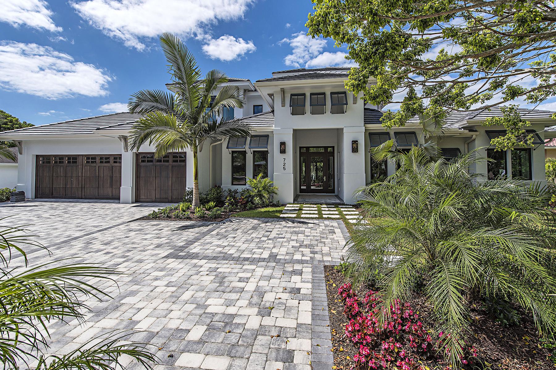 Casa para uma família para Venda às MOORINGS 725 Regatta Rd Naples, Florida, 34103 Estados Unidos