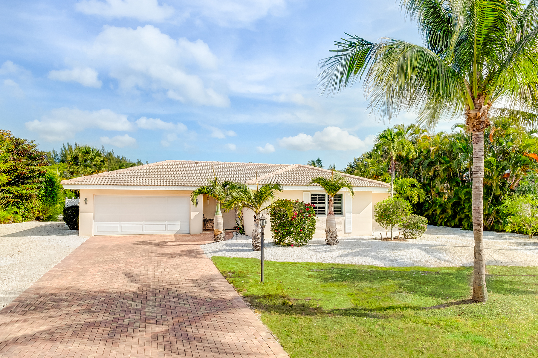 Maison unifamiliale pour l Vente à SANIBEL 830 Angel Wing Dr Sanibel, Florida, 33957 États-Unis