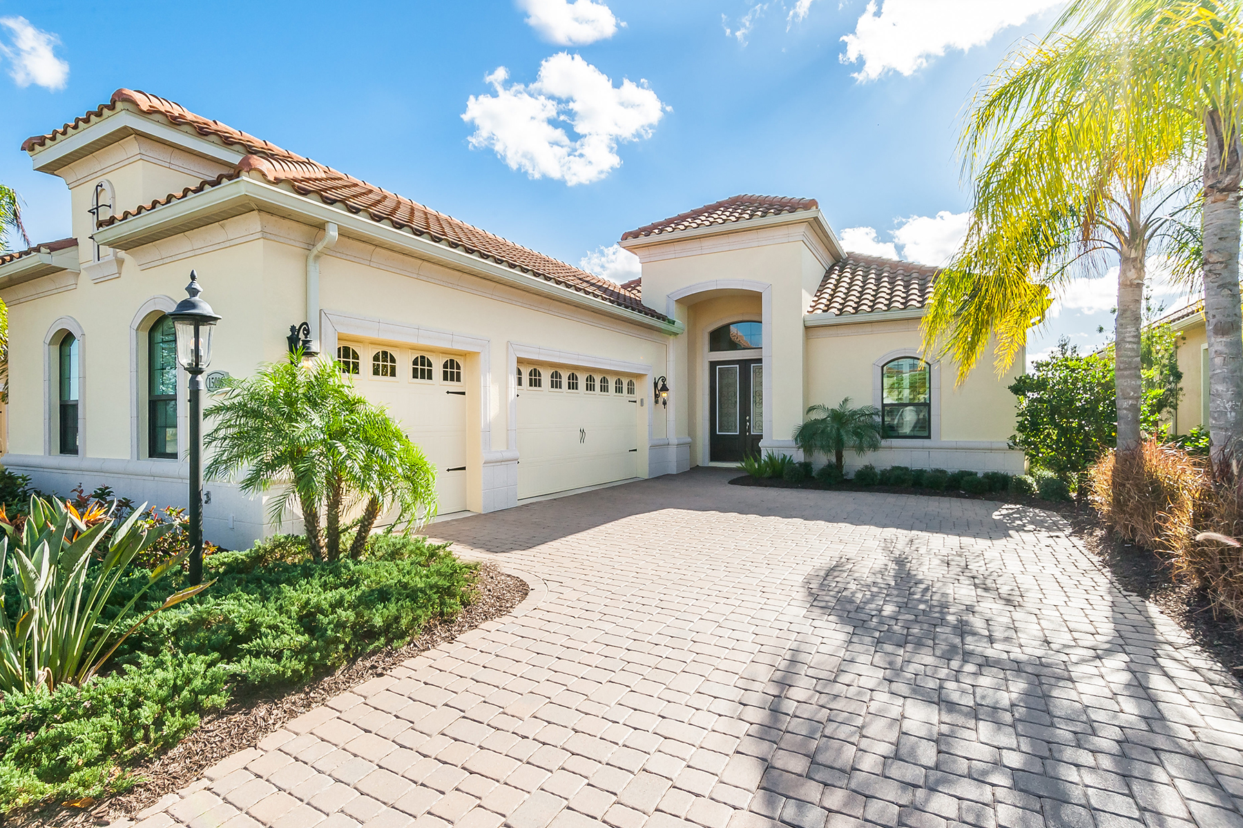 Single Family Home for Sale at COUNTRY CLUB EAST 15016 Castle Park Terr, Lakewood Ranch, Florida 34202 United States