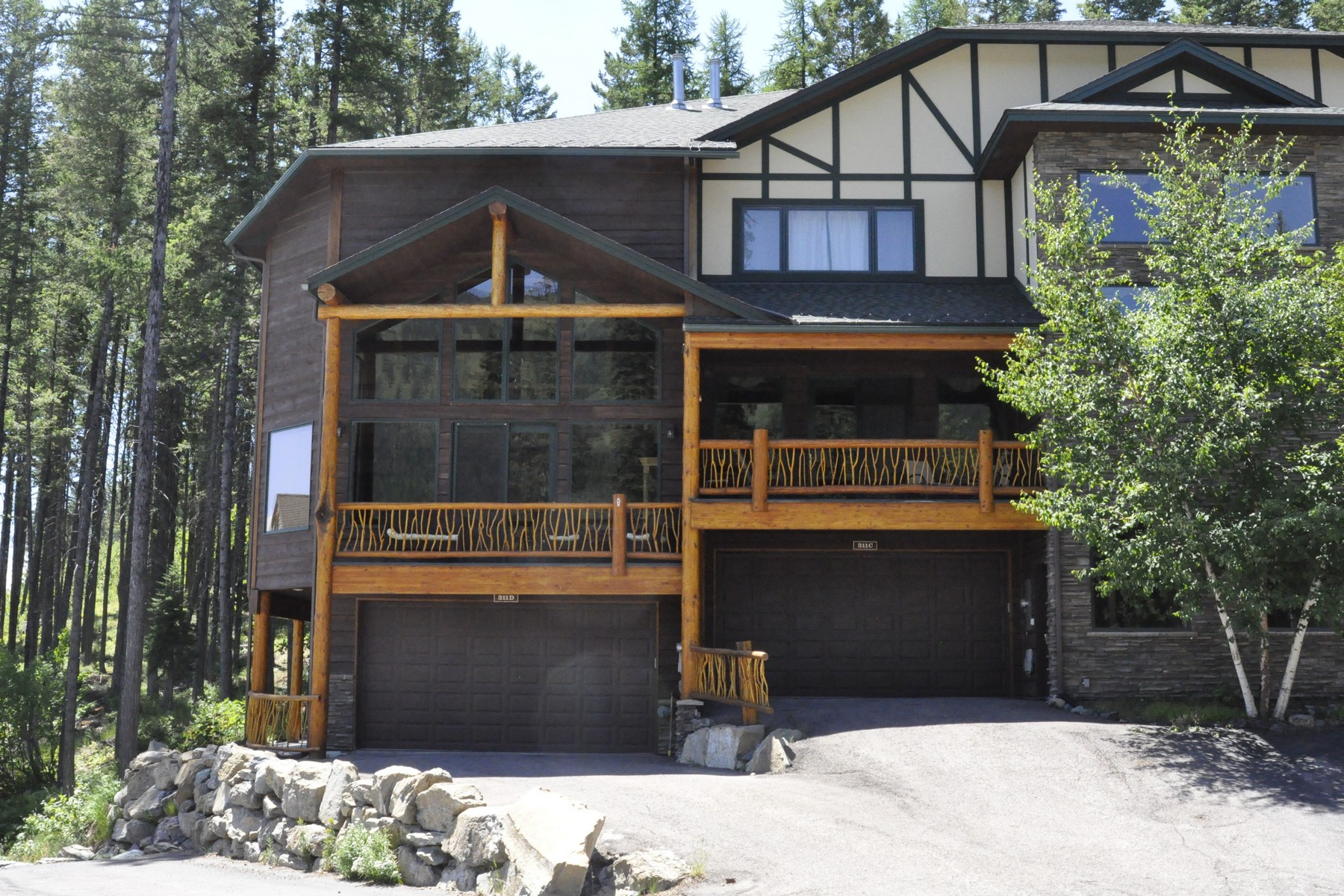 Condominio per Vendita alle ore Large Condo at Whitefish Mountain Resort 311 Wood Run Dr Whitefish Mountain Resort, Whitefish, Montana, 59937 Stati Uniti