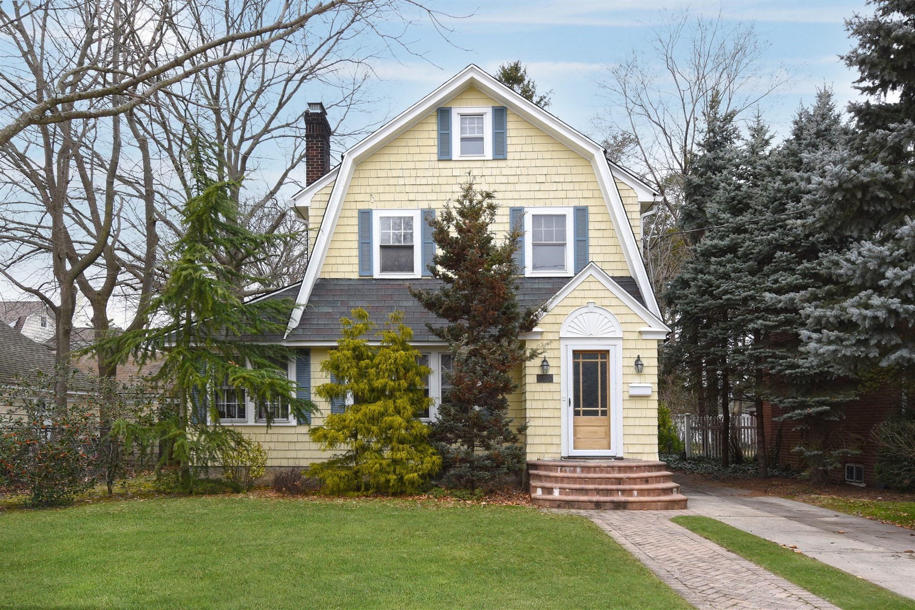 Single Family Home for Sale at 458 Morris Ave , Rockville Centre, NY 11570 458 Morris Ave, Rockville Centre, New York, 11570 United States