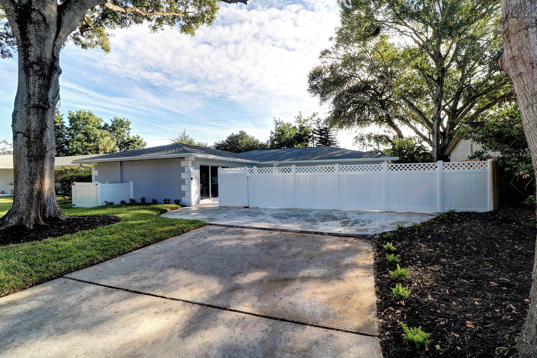 단독 가정 주택 용 매매 에 CLEARWATER 2363 Pineland Ln Clearwater, 플로리다, 33763 미국