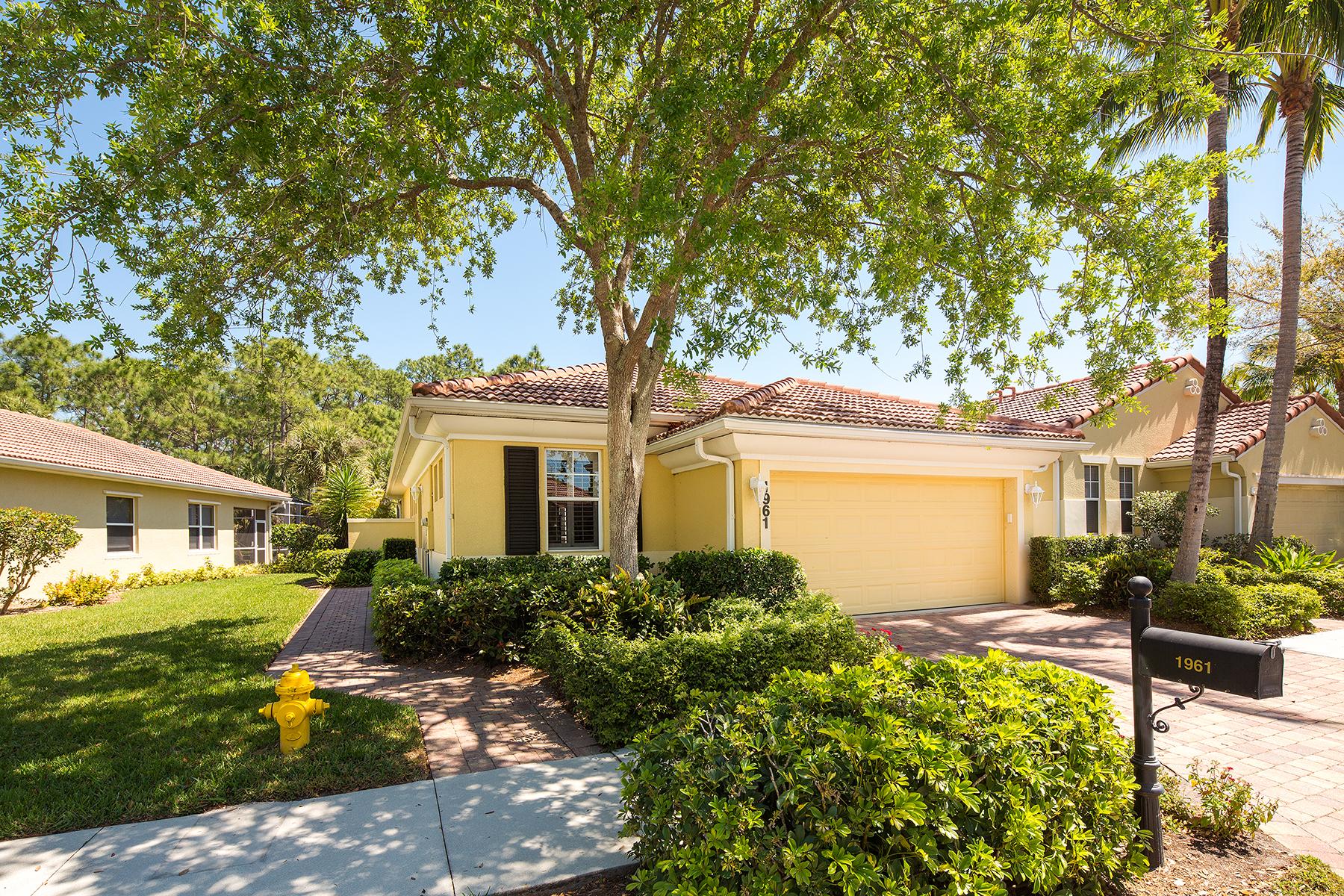 Частный односемейный дом для того Продажа на TARPON BAY - LEEWARD BAY 1961 Tarpon Bay Dr N 126 Naples, Флорида, 34119 Соединенные Штаты