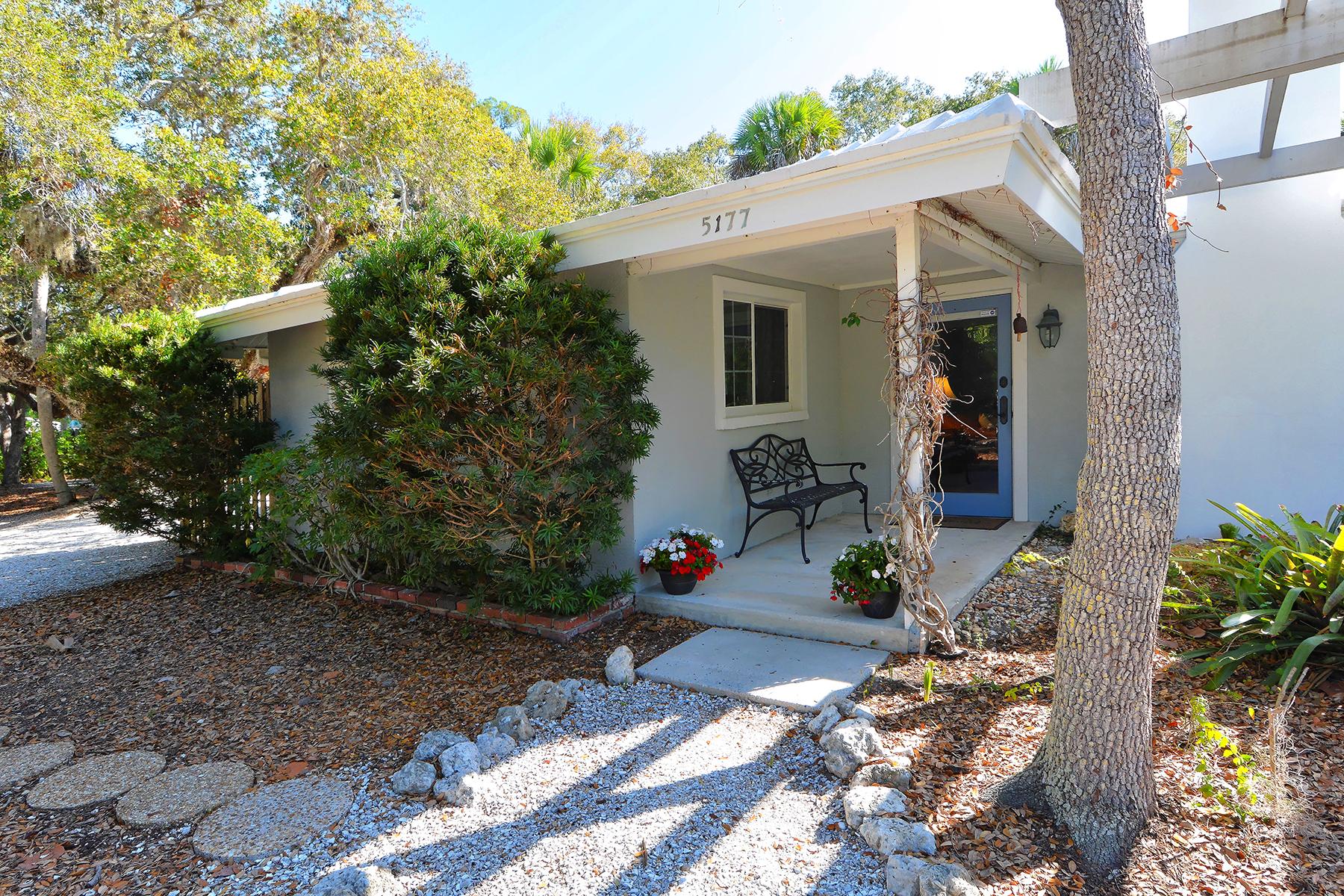 단독 가정 주택 용 매매 에 SIESTA BEACH 5177 Saint Albans Ave Sarasota, 플로리다, 34242 미국