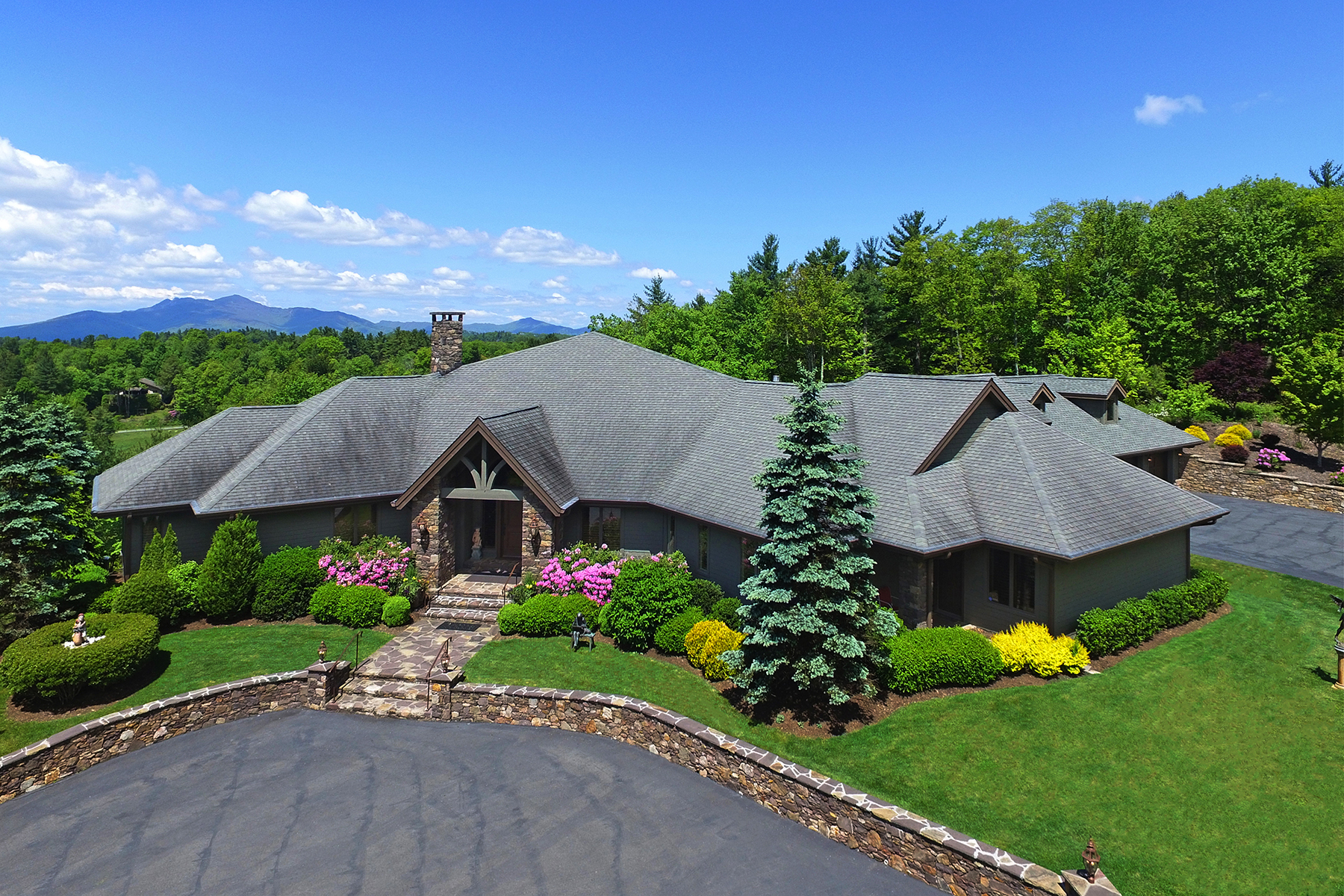 Single Family Home for Sale at BLOWING ROCK - WONDERLAND WOODS 375 Wonderland Dr, Blowing Rock, North Carolina 28605 United States