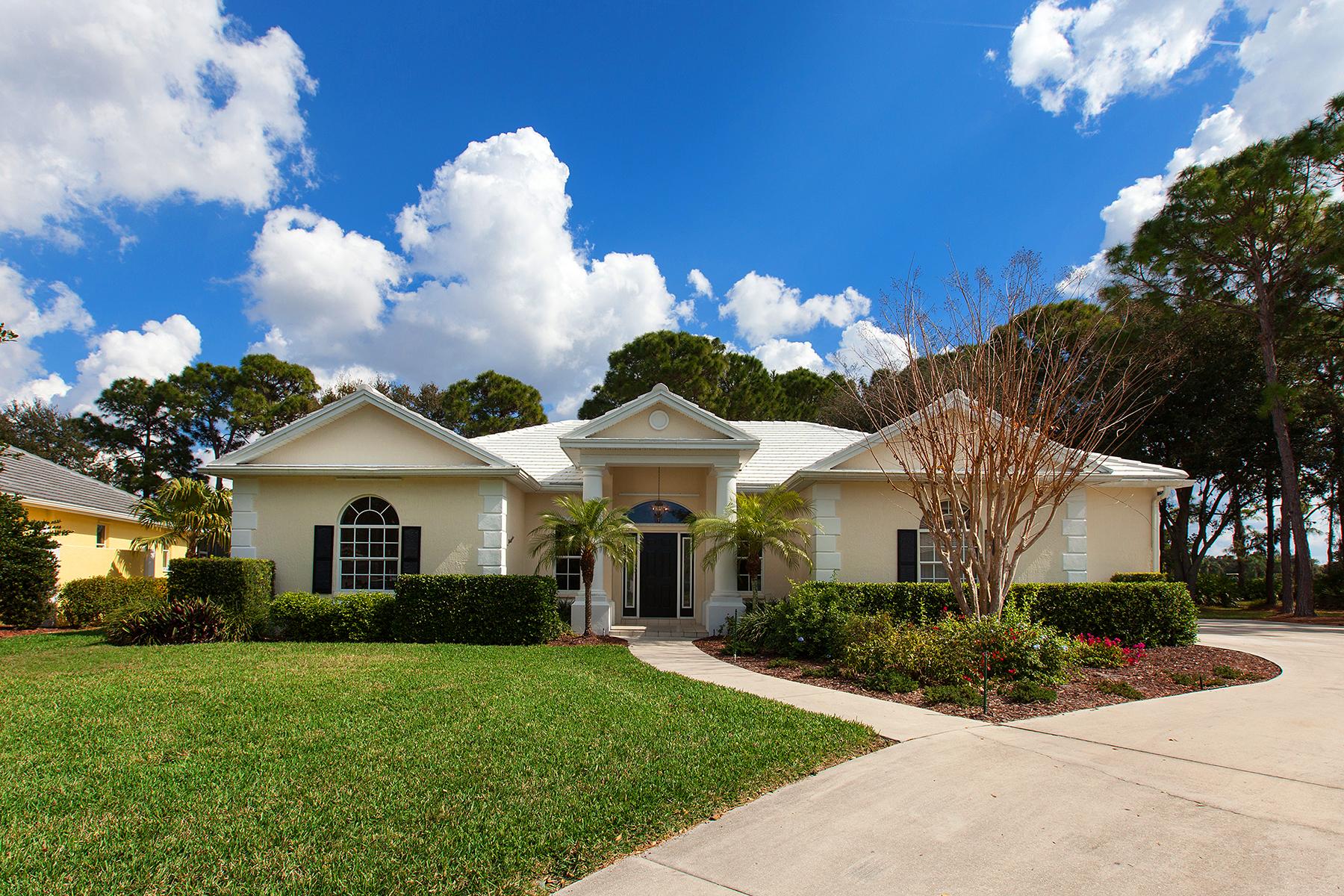 Maison unifamiliale pour l Vente à CALUSA LAKES ESTATES 1950 White Feather Ln Nokomis, Florida, 34275 États-Unis