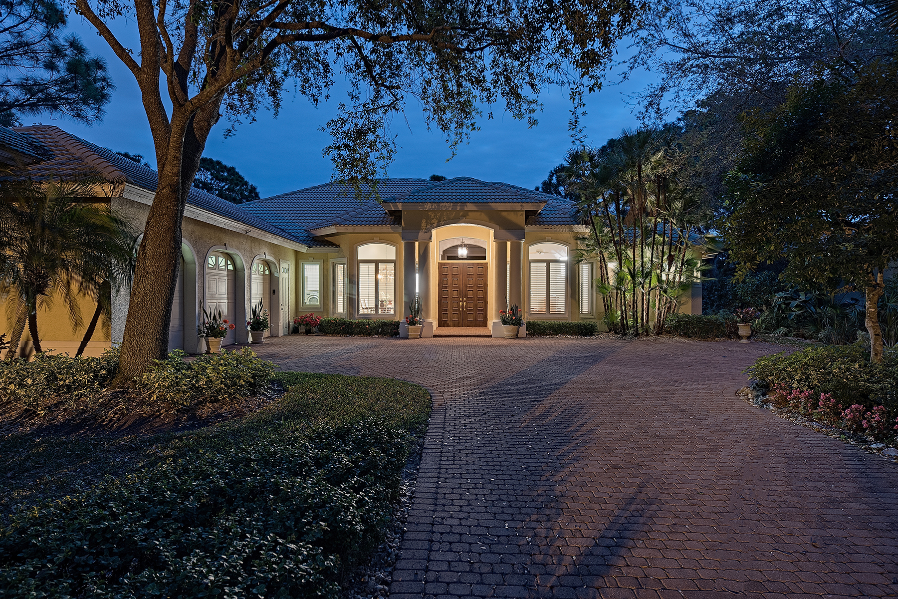 Single Family Home for Sale at Naples 850 Barcarmil Way, Naples, Florida 34110 United States