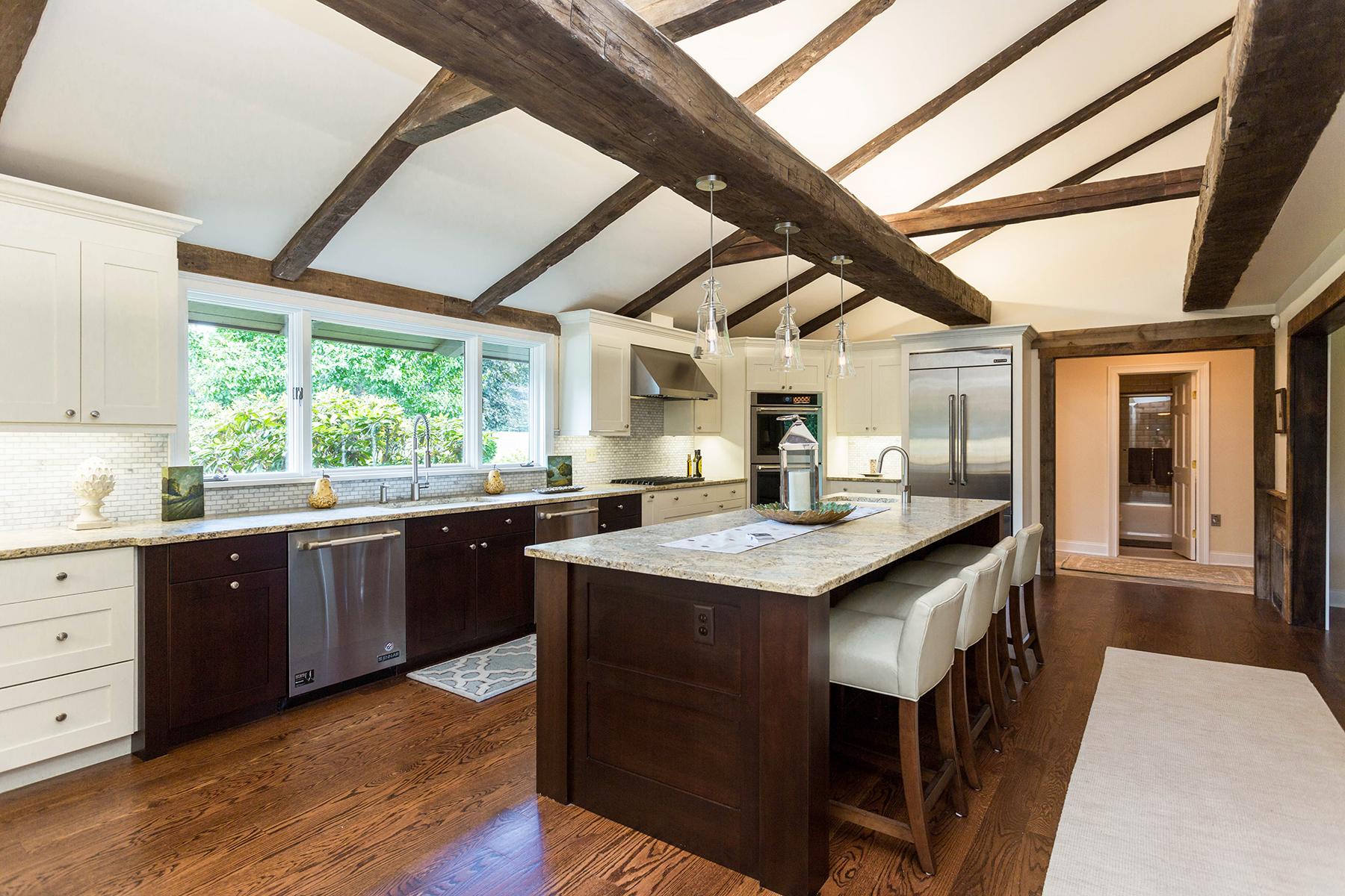 Частный односемейный дом для того Продажа на Private Oasis 382 Farm To Market Rd Clifton Park, Нью-Йорк 12065 Соединенные Штаты