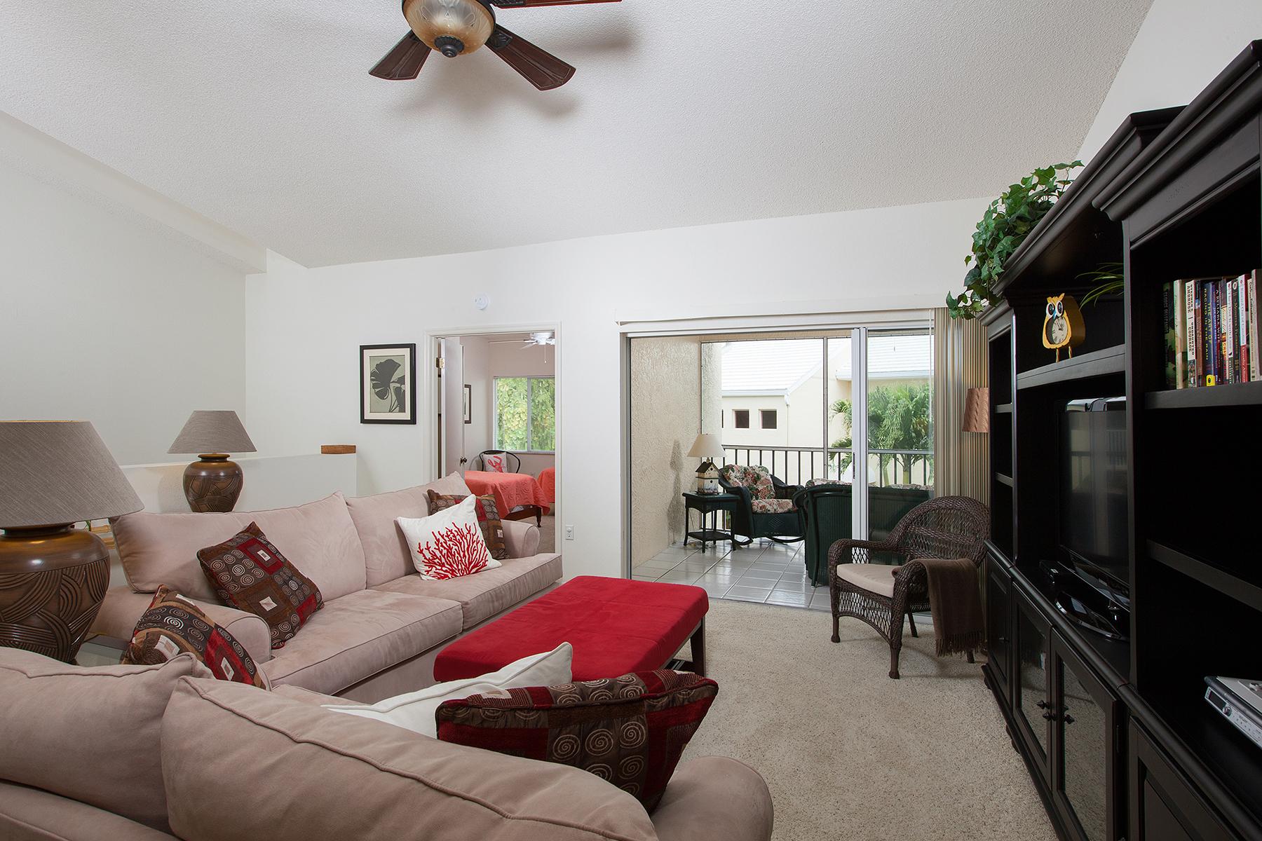 Condomínio para Venda às 5813 Glencove Dr , 1107, Naples, FL 34108 5813 Glencove Dr 1107 Naples, Florida, 34108 Estados Unidos