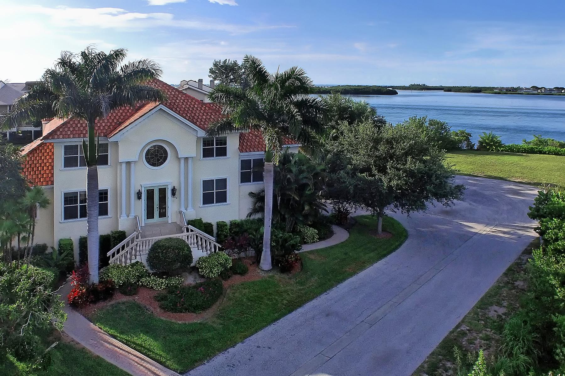 Maison unifamiliale pour l Vente à HARBOUR LANDINGS ESTATES 12626 Baypointe Terr Cortez, Florida, 34215 États-Unis