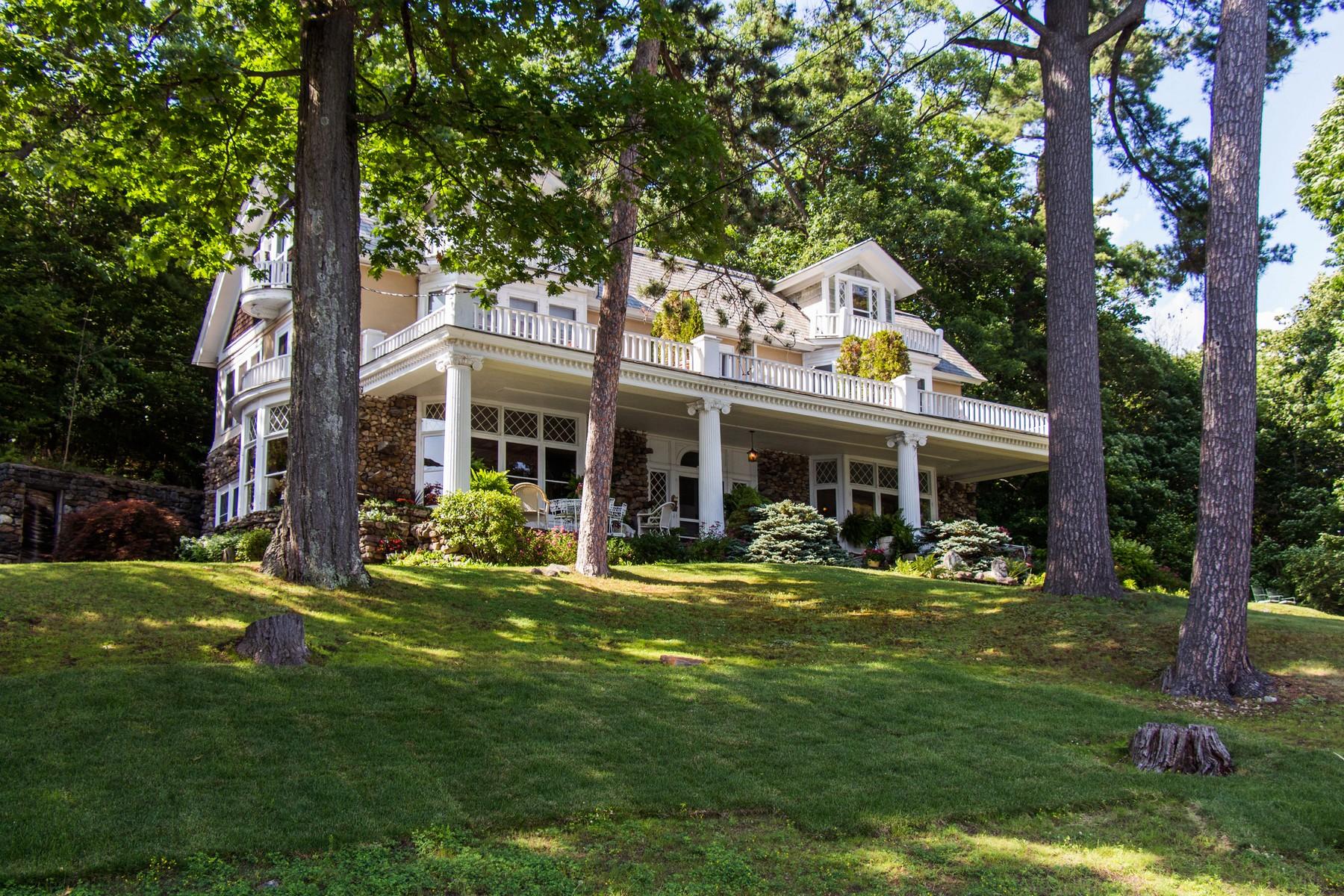 Vivienda unifamiliar por un Venta en Ruah House on Lake George 9221 Lakeshore Dr Hague, Nueva York 12836 Estados Unidos