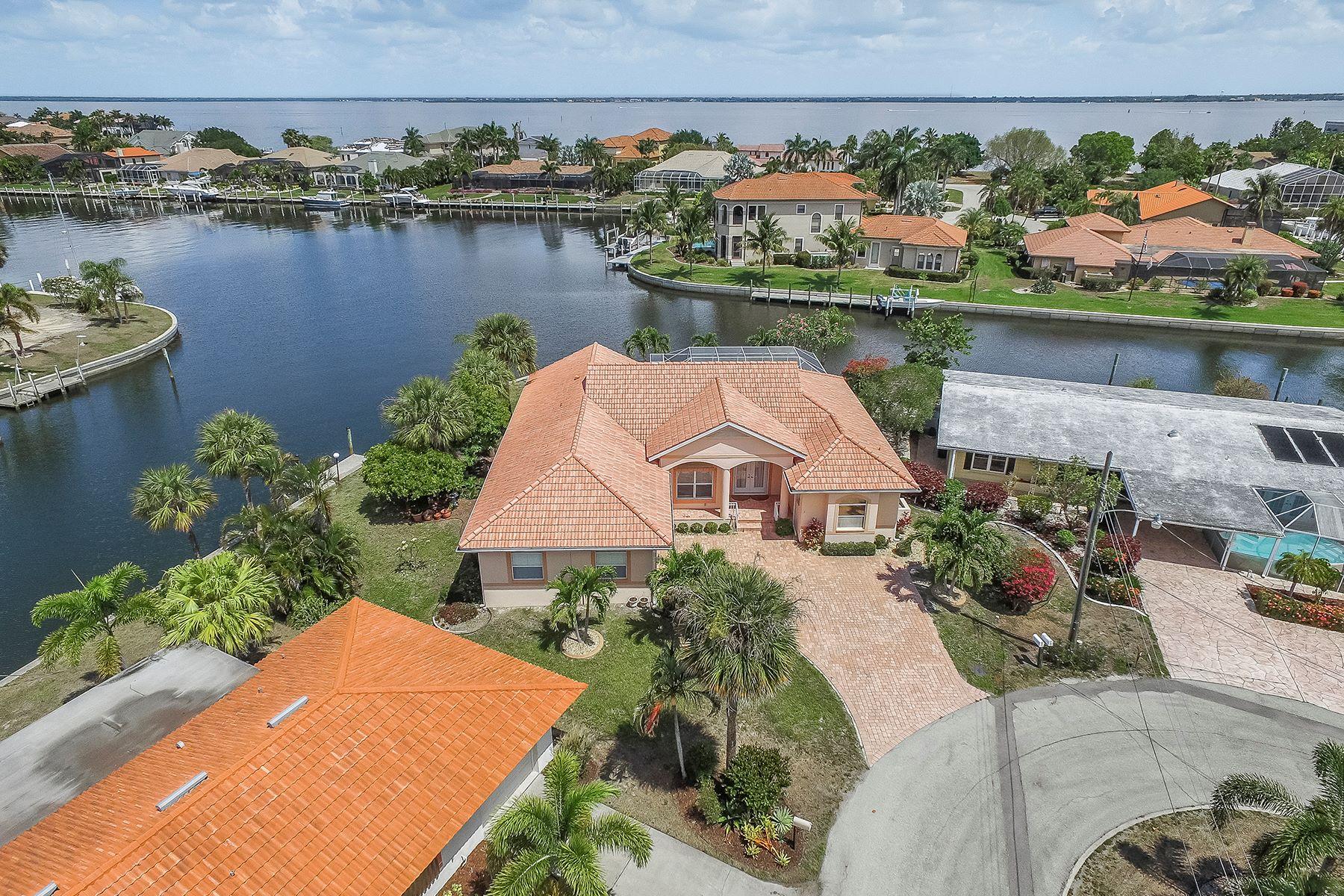 단독 가정 주택 용 매매 에 PUNTA GORDA ISLES 111 Maria Ct Punta Gorda, 플로리다, 33950 미국