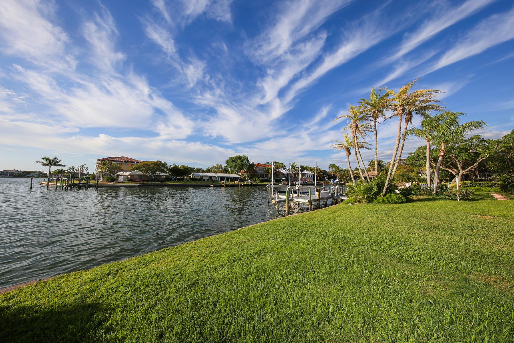 Nhà ở một gia đình vì Bán tại SOUTHPOINTE SHORES 7688 Cove Terr Sarasota, Florida, 34231 Hoa Kỳ