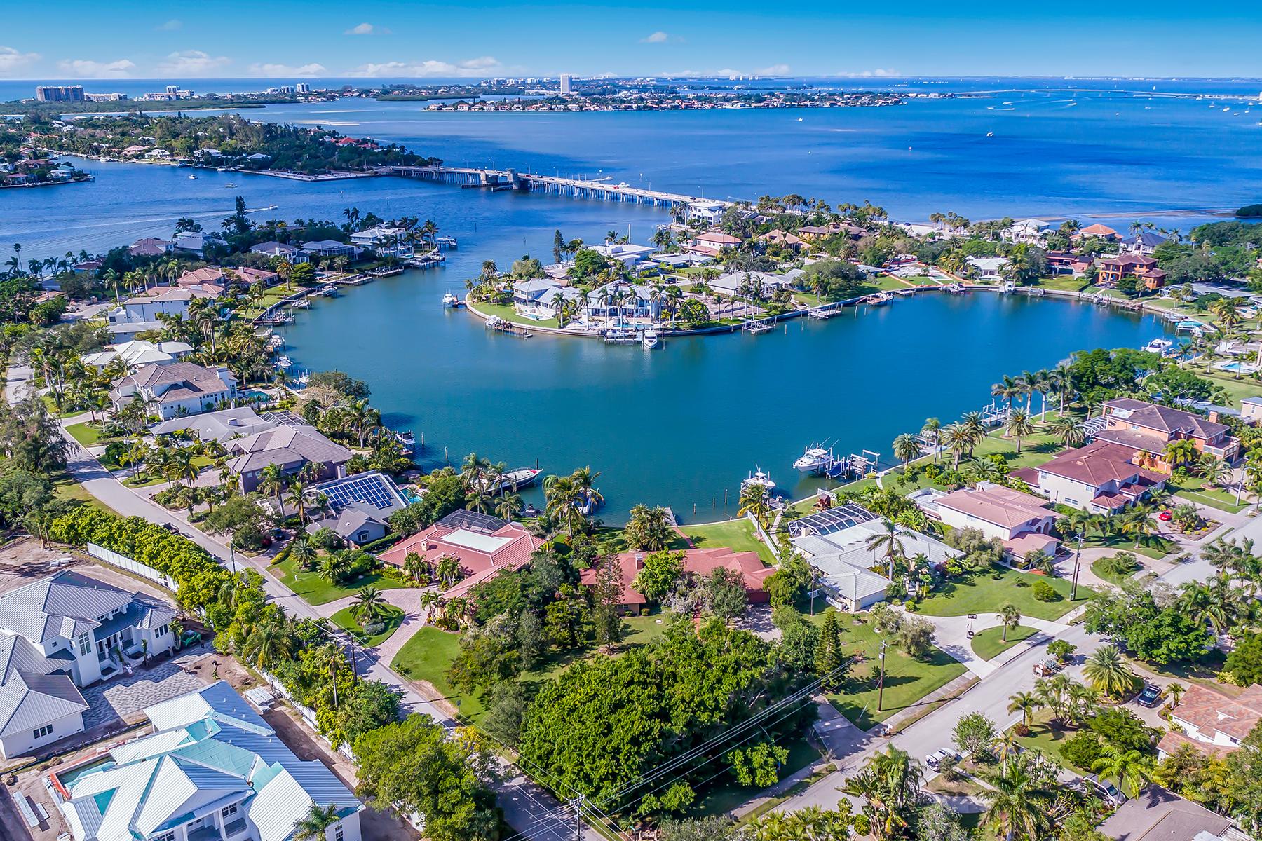 独户住宅 为 销售 在 SAN REMO ESTATES 3850 Tangier Terr, 萨拉索塔, 佛罗里达州, 34239 美国