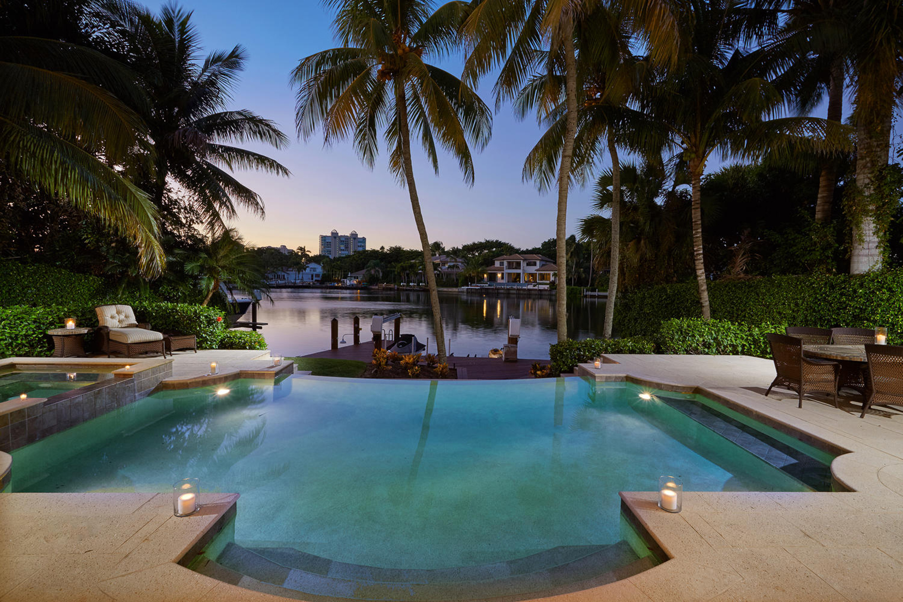 Additional photo for property listing at PARK SHORE 377  Pirates Bight,  Naples, Florida 34103 United States