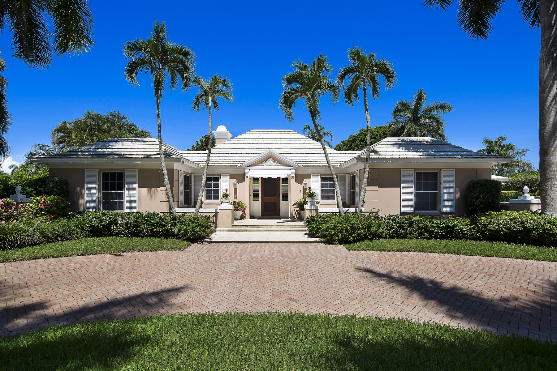 Single Family Home for Sale at PORT ROYAL 2700 Lantern Ln, Naples, Florida 34102 United States