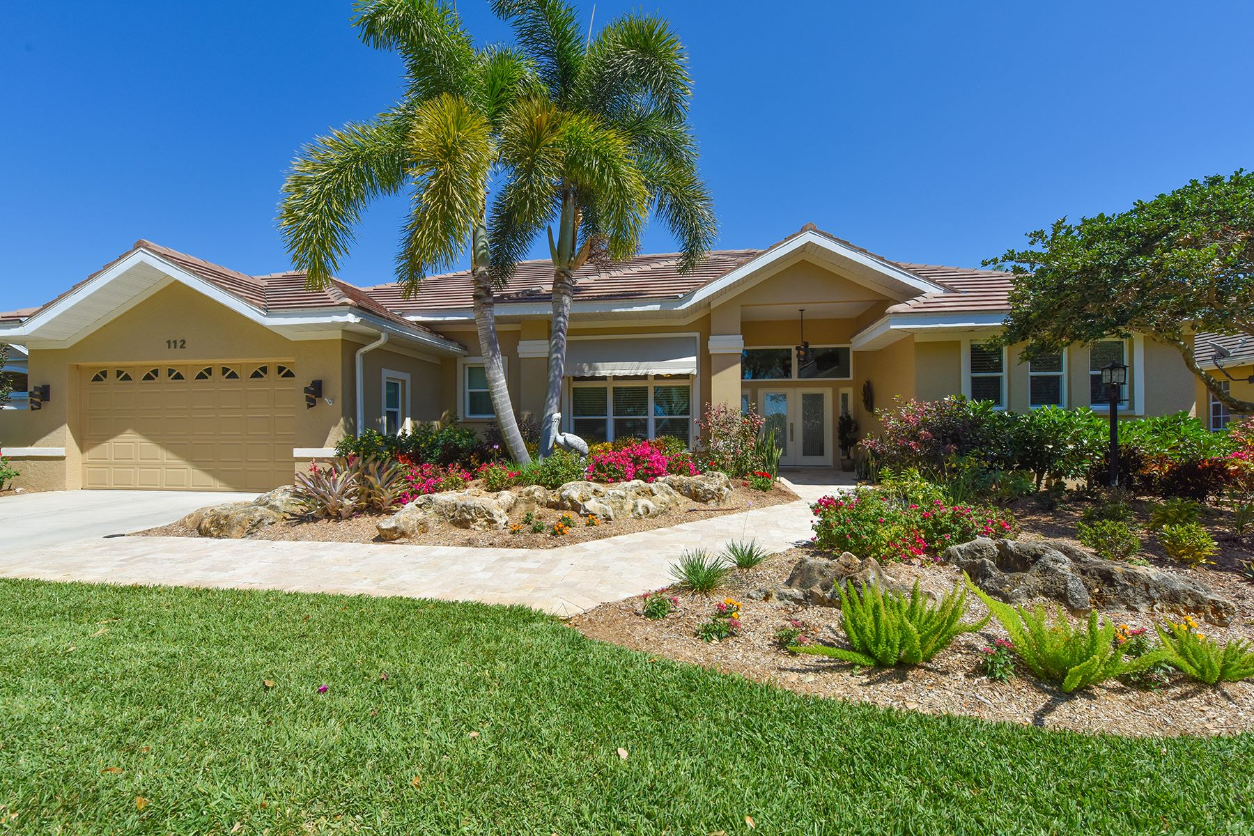 Частный односемейный дом для того Продажа на THE VENICE GOLF & COUNTRY CLUB 112 Ventana Way Venice, Флорида, 34292 Соединенные Штаты