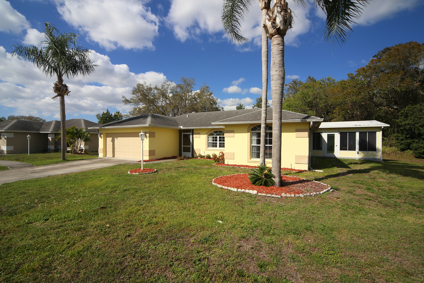 Single Family Home for Sale at COURT OF PALMS 7653 39th Street Cir E Sarasota, Florida, 34243 United States