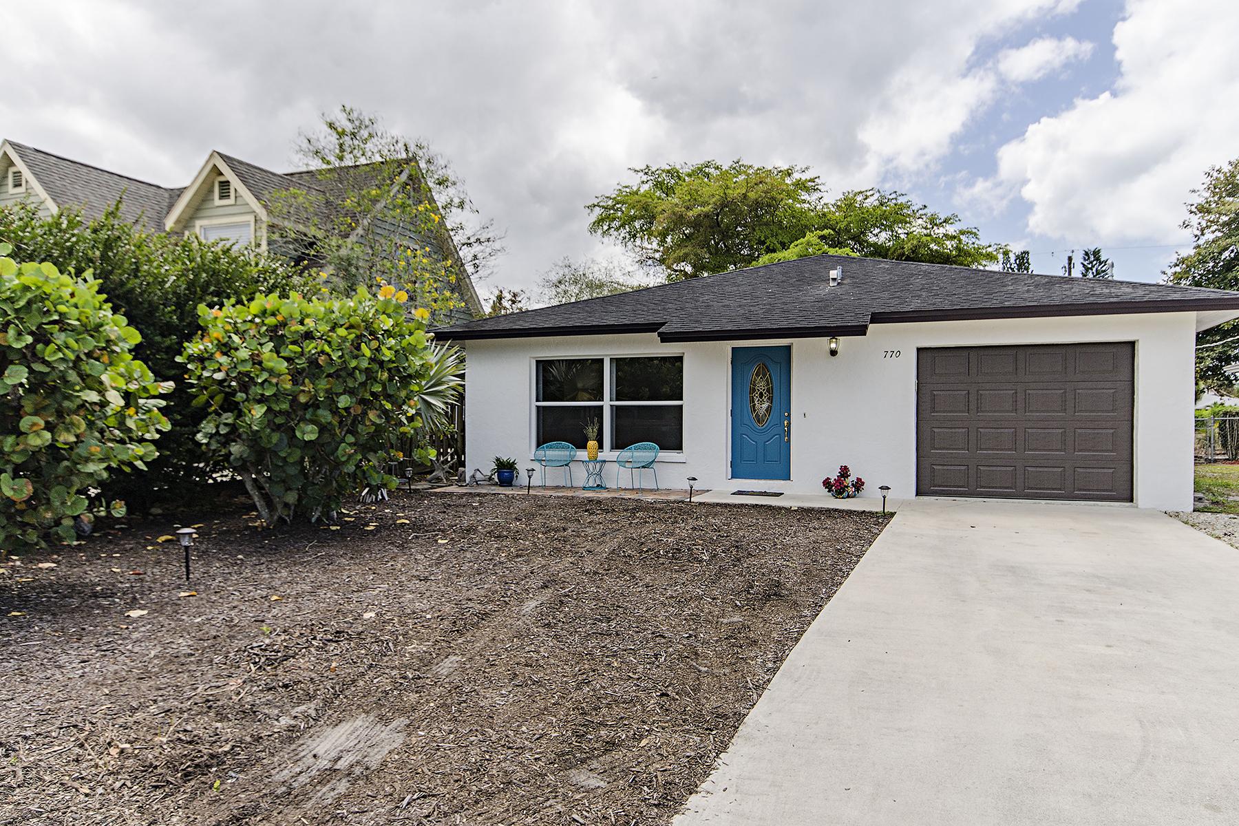 獨棟家庭住宅 為 出售 在 NAPLES PARK 770 109th Ave N Naples, 佛羅里達州, 34108 美國