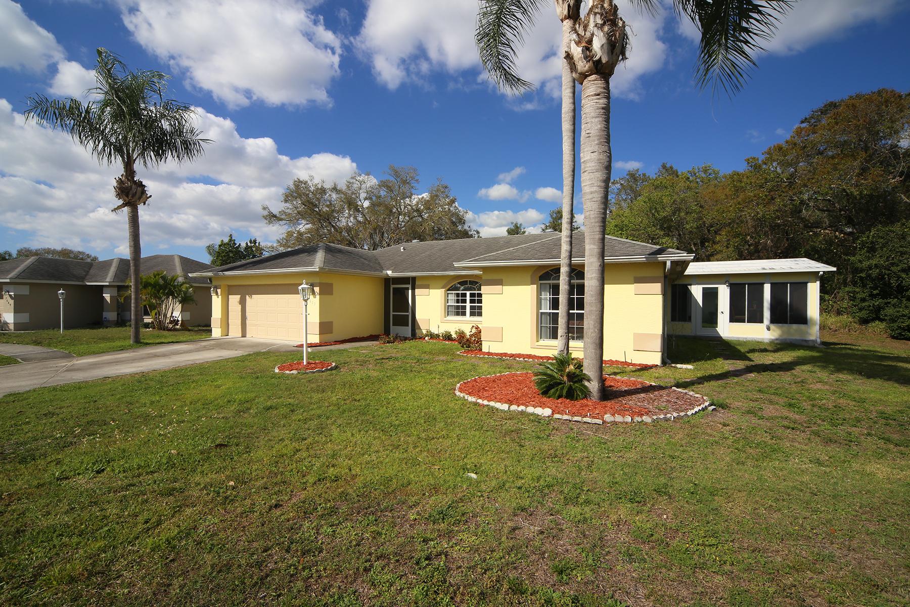 Maison unifamiliale pour l Vente à COURT OF PALMS 7653 39th Street Cir E Sarasota, Florida, 34243 États-Unis