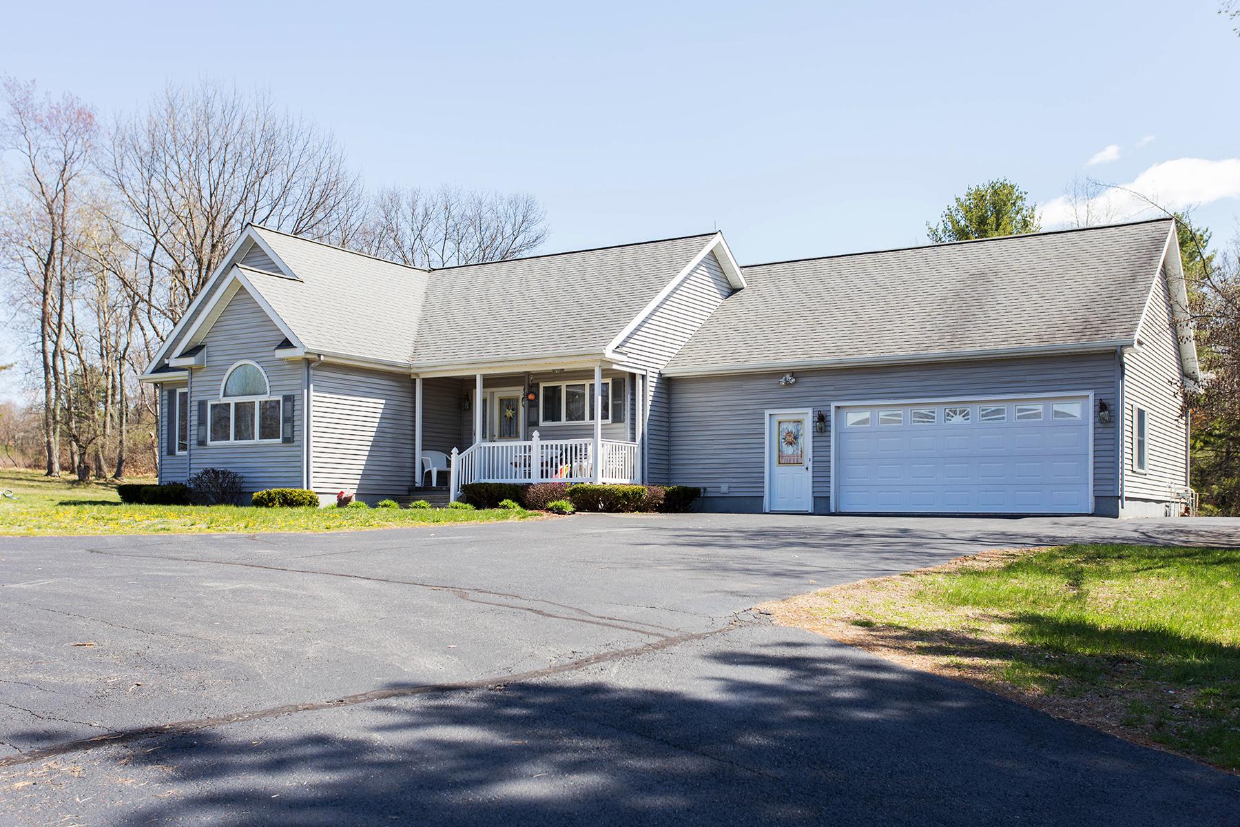独户住宅 为 销售 在 Live and Work at Home on 7 Acres 2624 State Route 40 格林威治, 纽约州 12834 美国