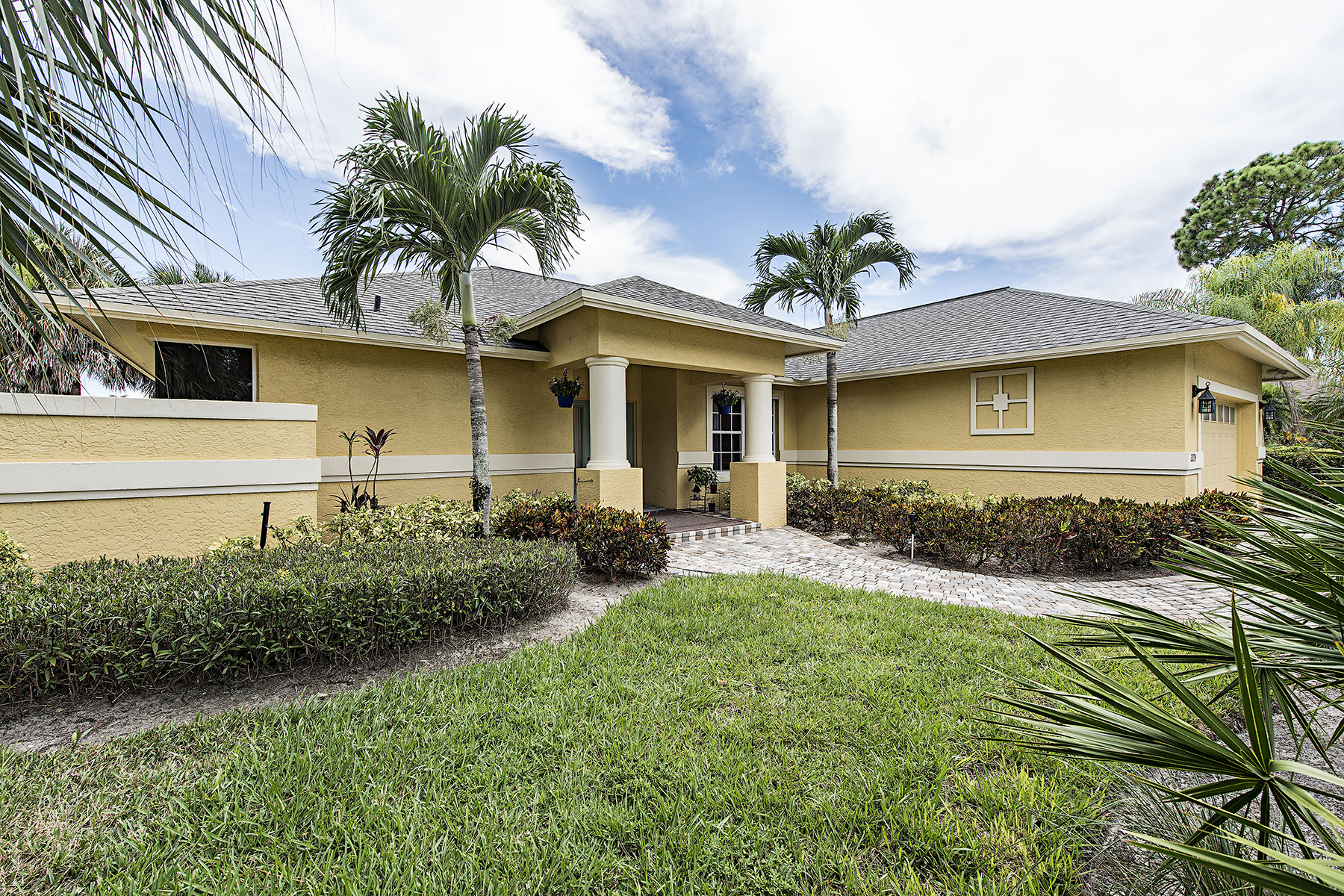 Single Family Home for Sale at RIVER REACH 2274 River Reach Dr, Naples, Florida 34104 United States