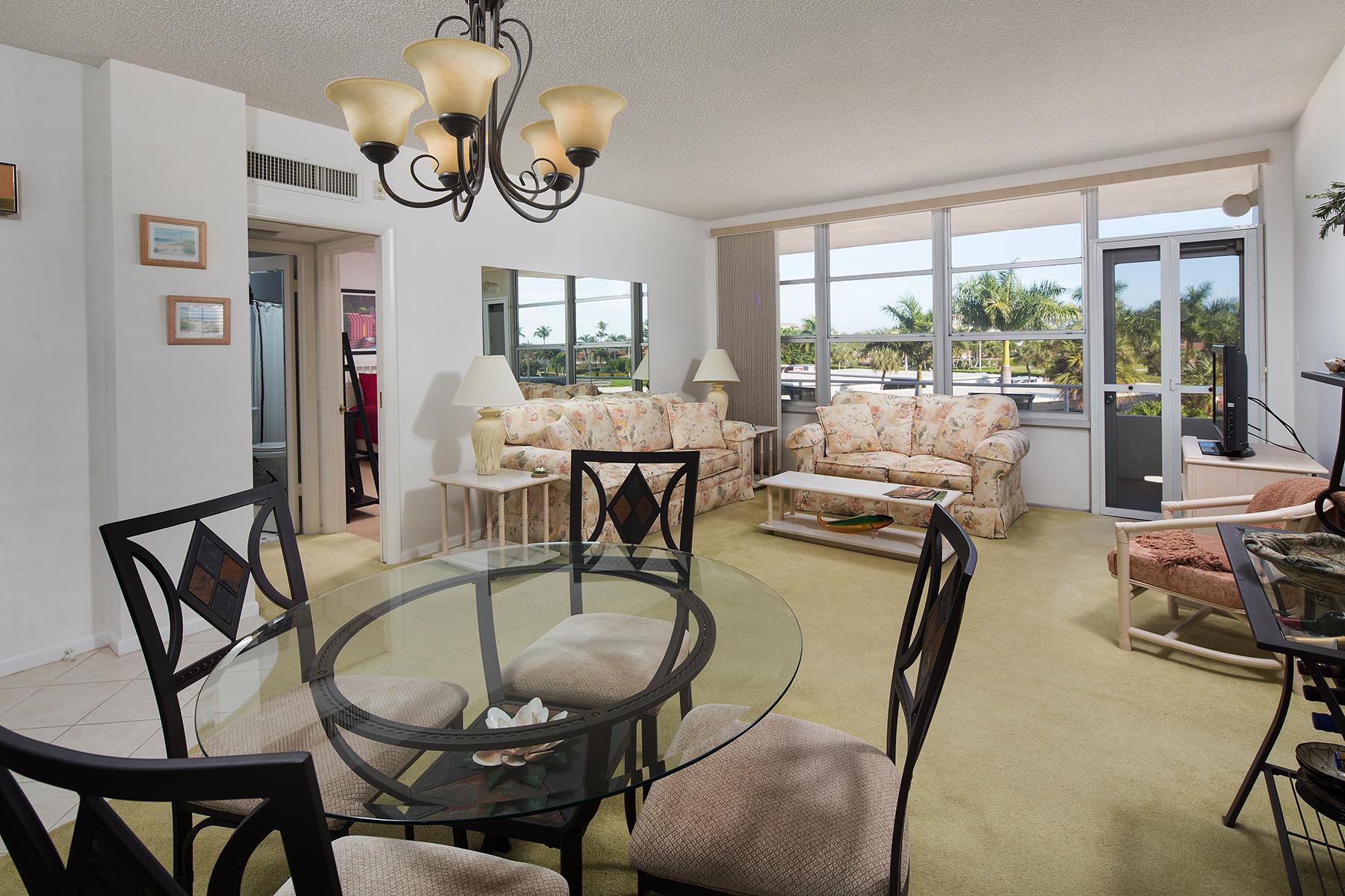 Condominio por un Venta en MARCO ISLAND 220 Seaview Ct 315 Marco Island, Florida, 34145 Estados Unidos