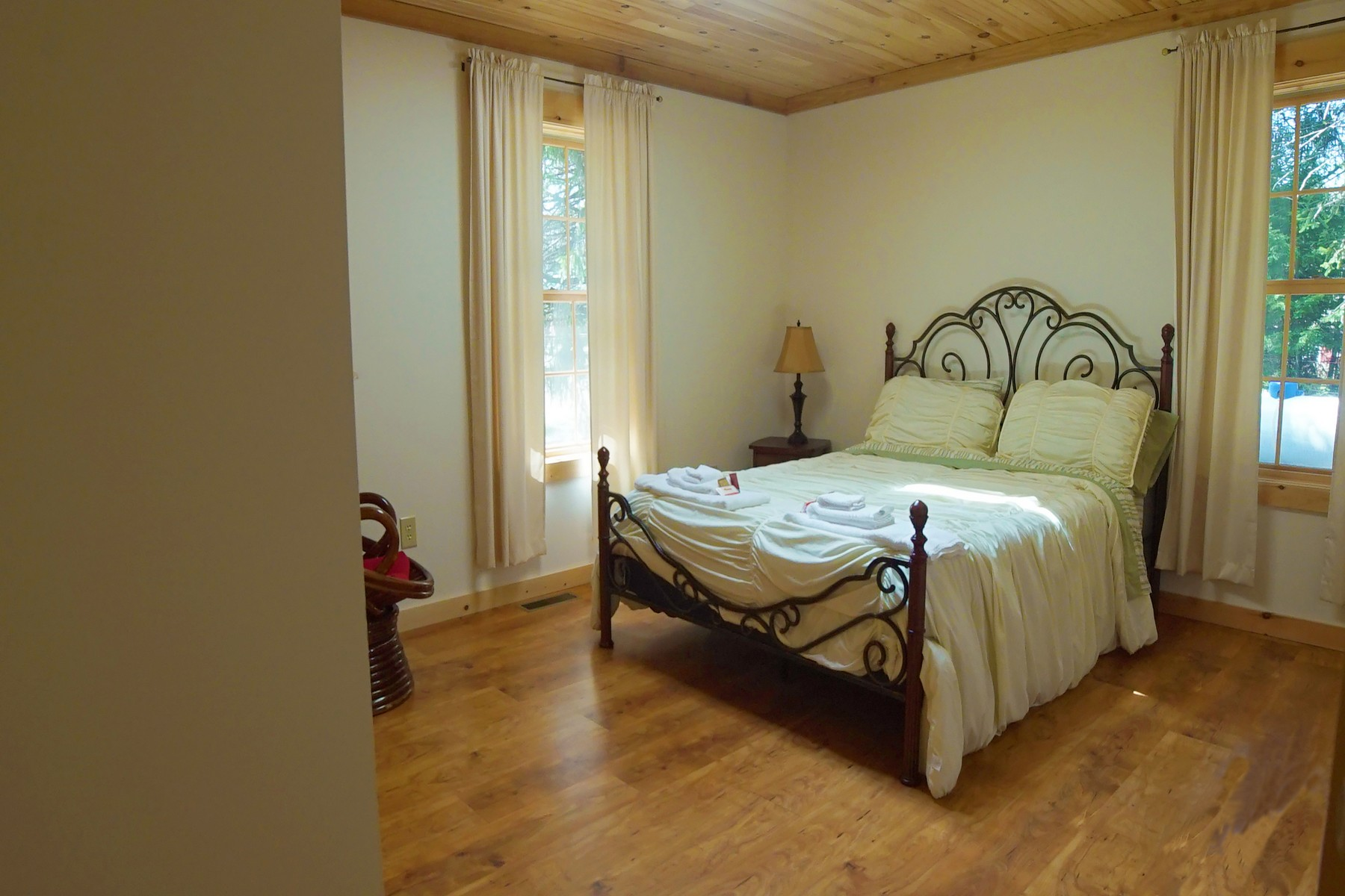 Additional photo for property listing at New Log Chalet 6  Bianca Rd 史东尼河, 纽约州 12878 美国