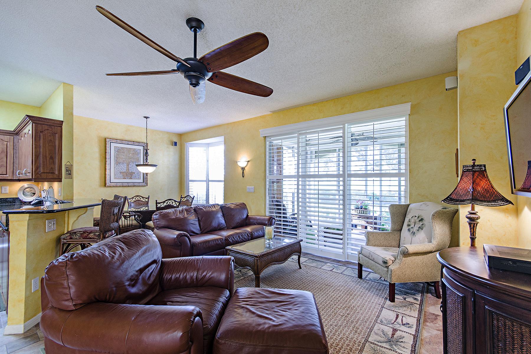 コンドミニアム のために 売買 アット VINEYARDS - SILVER OAKS 81 Silver Oaks Cir 7102 Naples, フロリダ, 34119 アメリカ合衆国