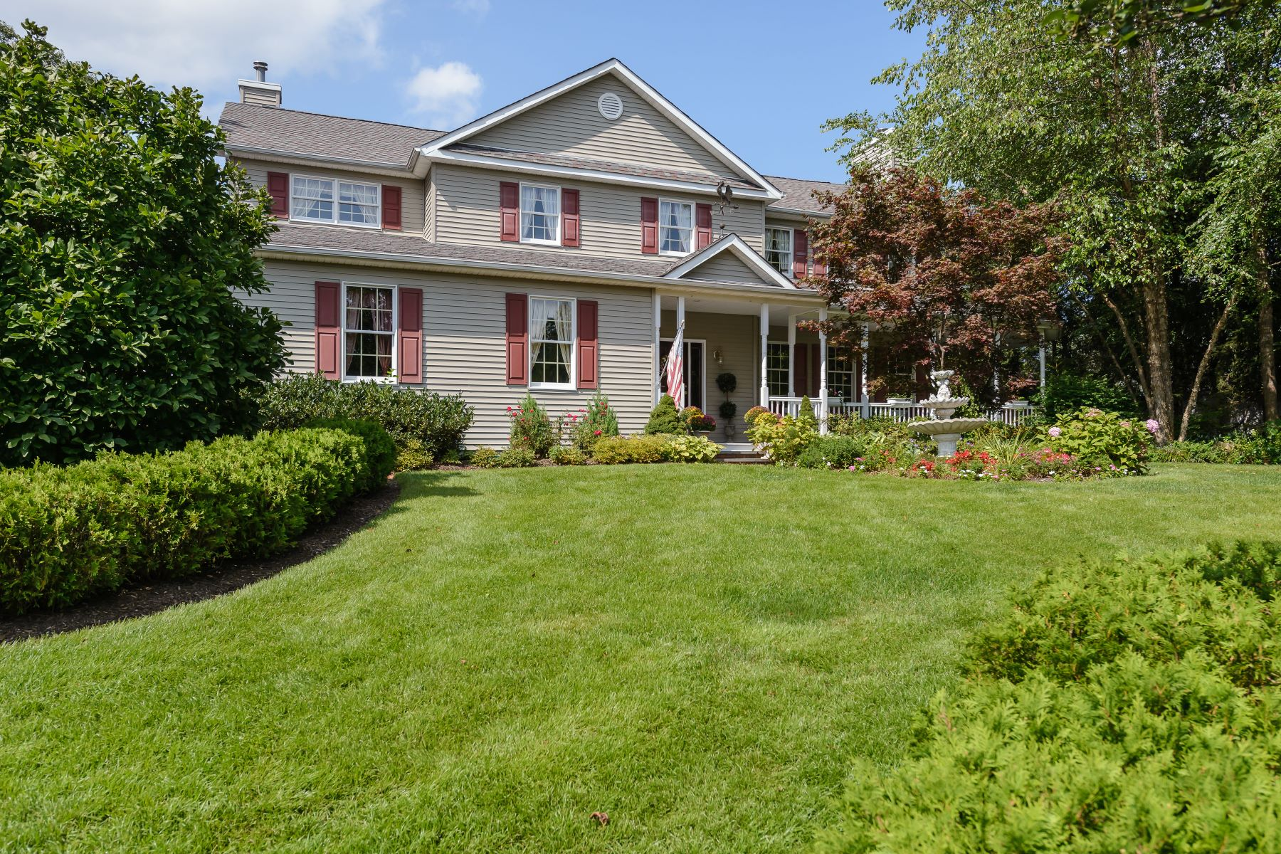 واحد منزل الأسرة للـ Sale في 8 Alex Ct , Lake Grove, NY 11755 8 Alex Ct Lake Grove, New York, 11755 United States