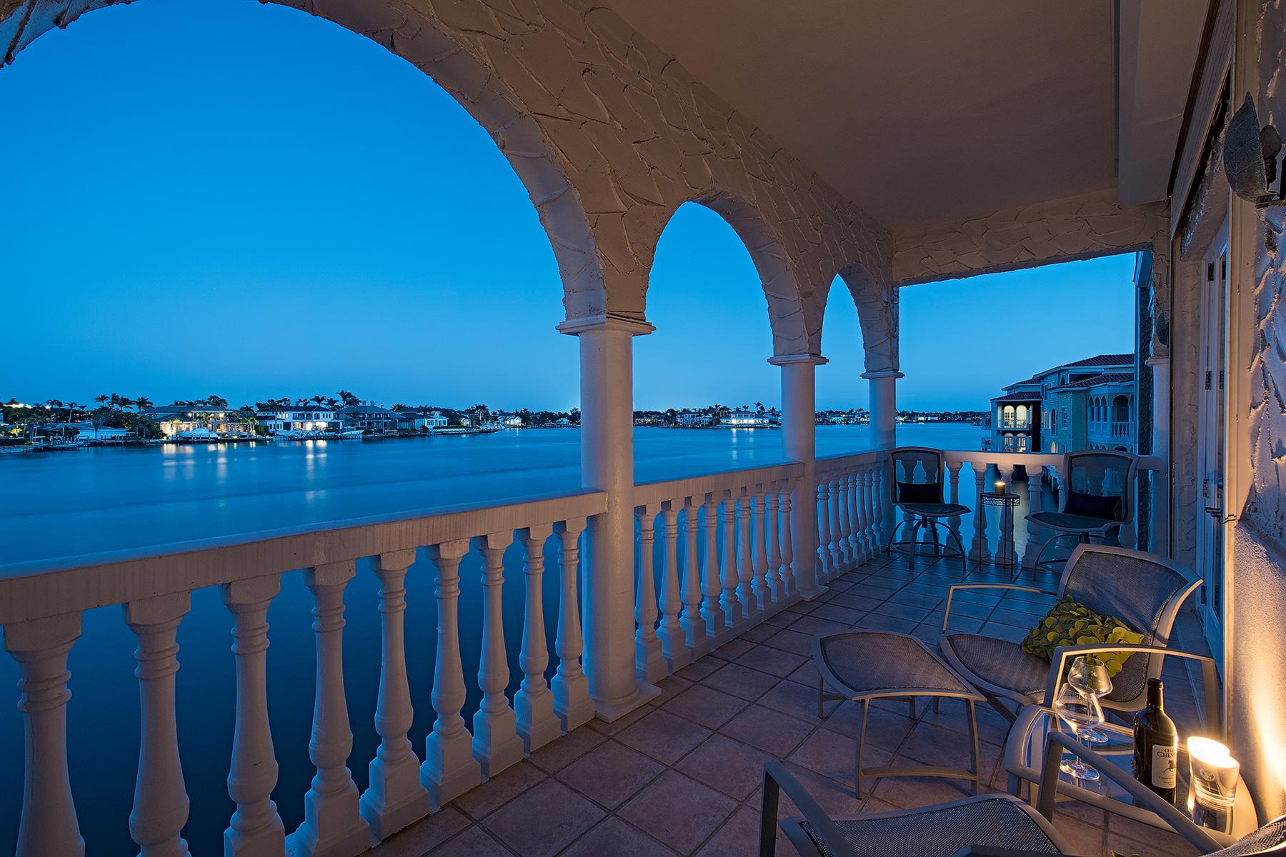 Maison accolée pour l Vente à Venetian Villas 4000 Gulf Shore Blvd N 2100, Naples, Florida 34103 États-Unis