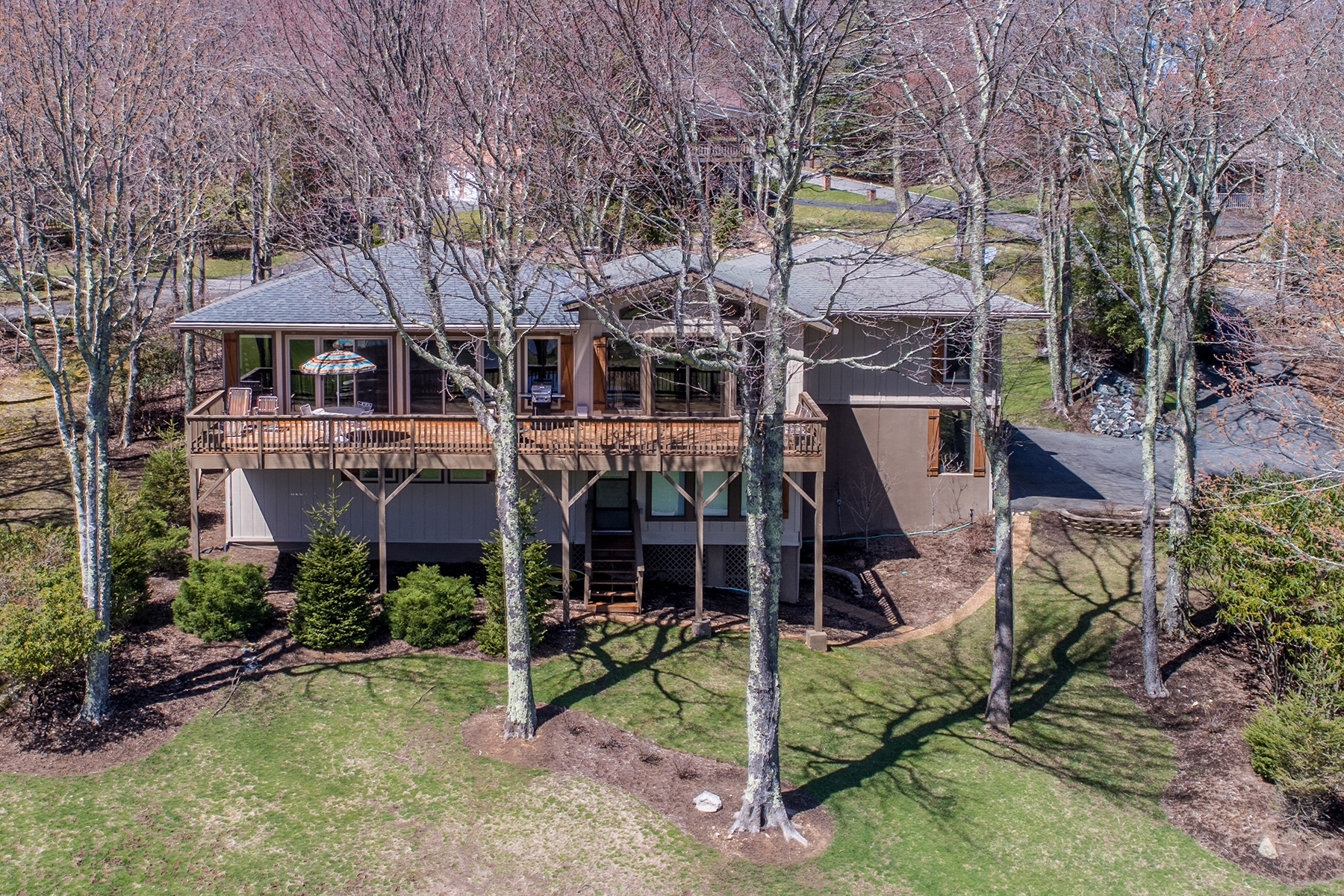 Single Family Home for Sale at BEECH MOUNTAIN 112 Old Field Rd, Beech Mountain, North Carolina 28604 United States