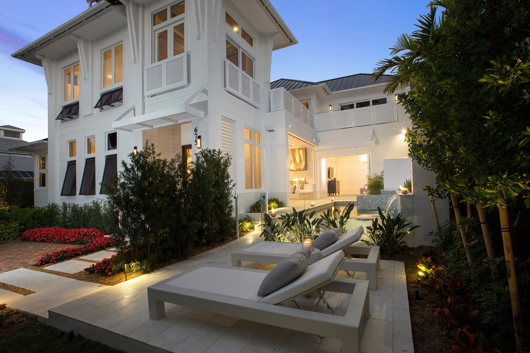 独户住宅 为 销售 在 675 2nd St S, Naples, FL 34102 675 2nd St S 那不勒斯, 佛罗里达州, 34102 美国