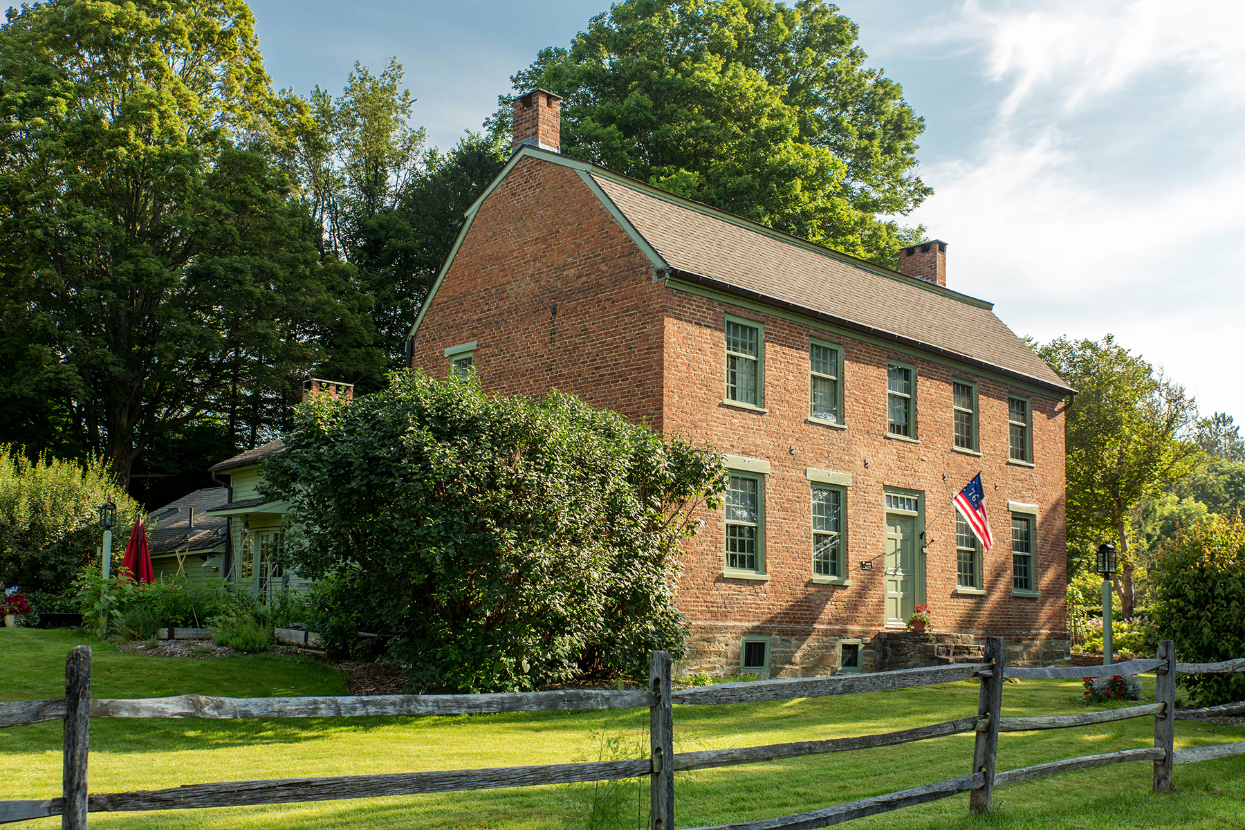 واحد منزل الأسرة للـ Sale في HISTORIC RESTORED UPSTATE FARM 322 Wemple Rd, Rotterdam, New York, 12306 United States