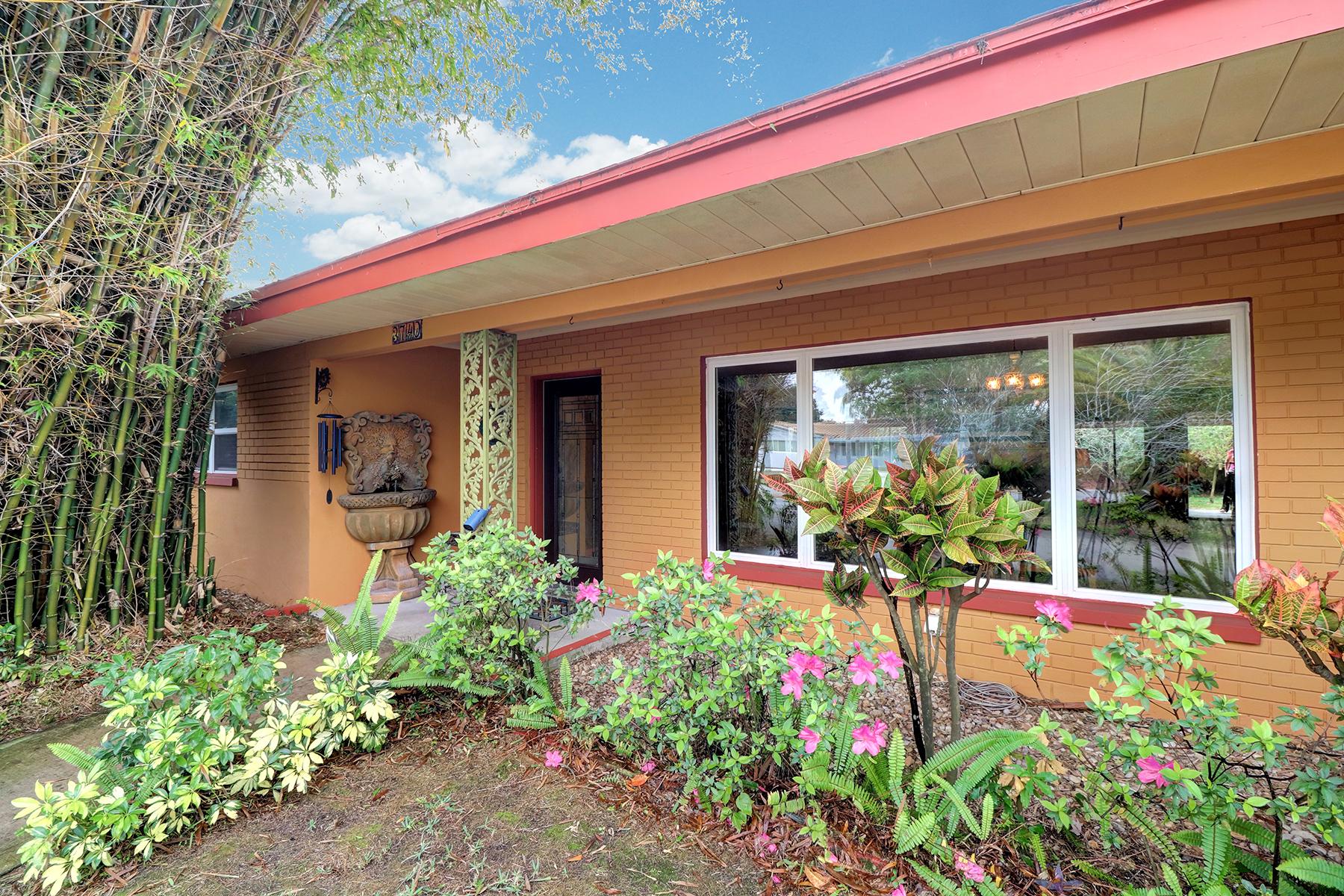 Maison unifamiliale pour l Vente à ST PETERSBURG 3740 17th Ave N St. Petersburg, Florida, 33713 États-Unis