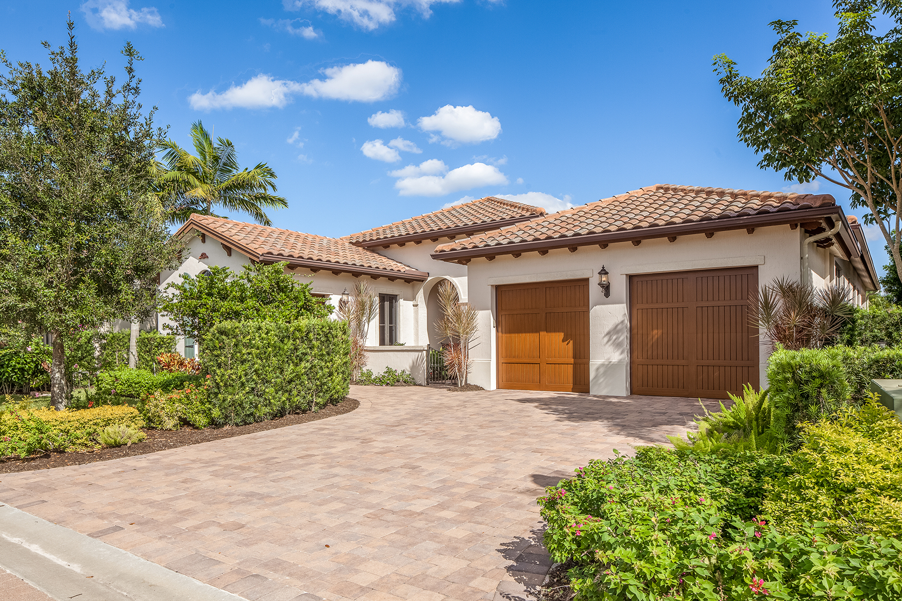 Single Family Home for Sale at GREY OAKS - TRADITIONS 2224 Residence Cir Naples, Florida, 34105 United States