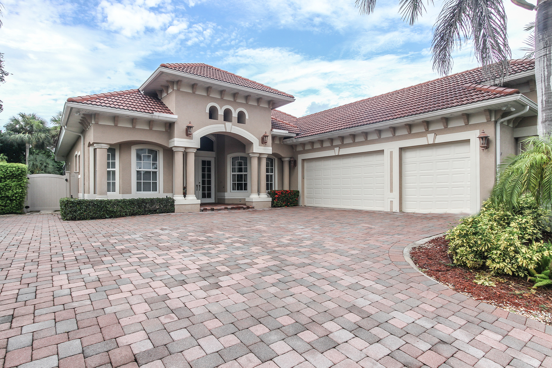 Single Family Home for Rent at MARCO ISLAND - CAXAMBAS ESTATES 1767 Watson Rd, Marco Island, Florida 34145 United States