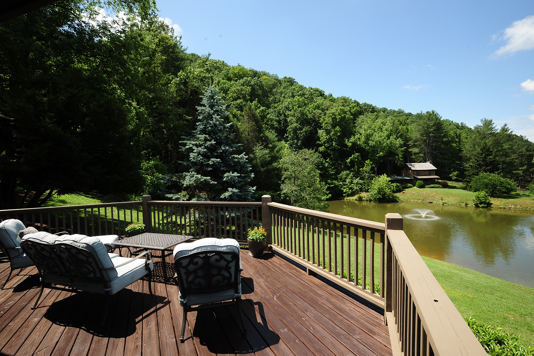 Additional photo for property listing at 409 ACRE ESTATE WITH 4 HOUSES IN BRISTOL, TN 485  Gentry Ln,  Bristol, Tennessee 37620 United States