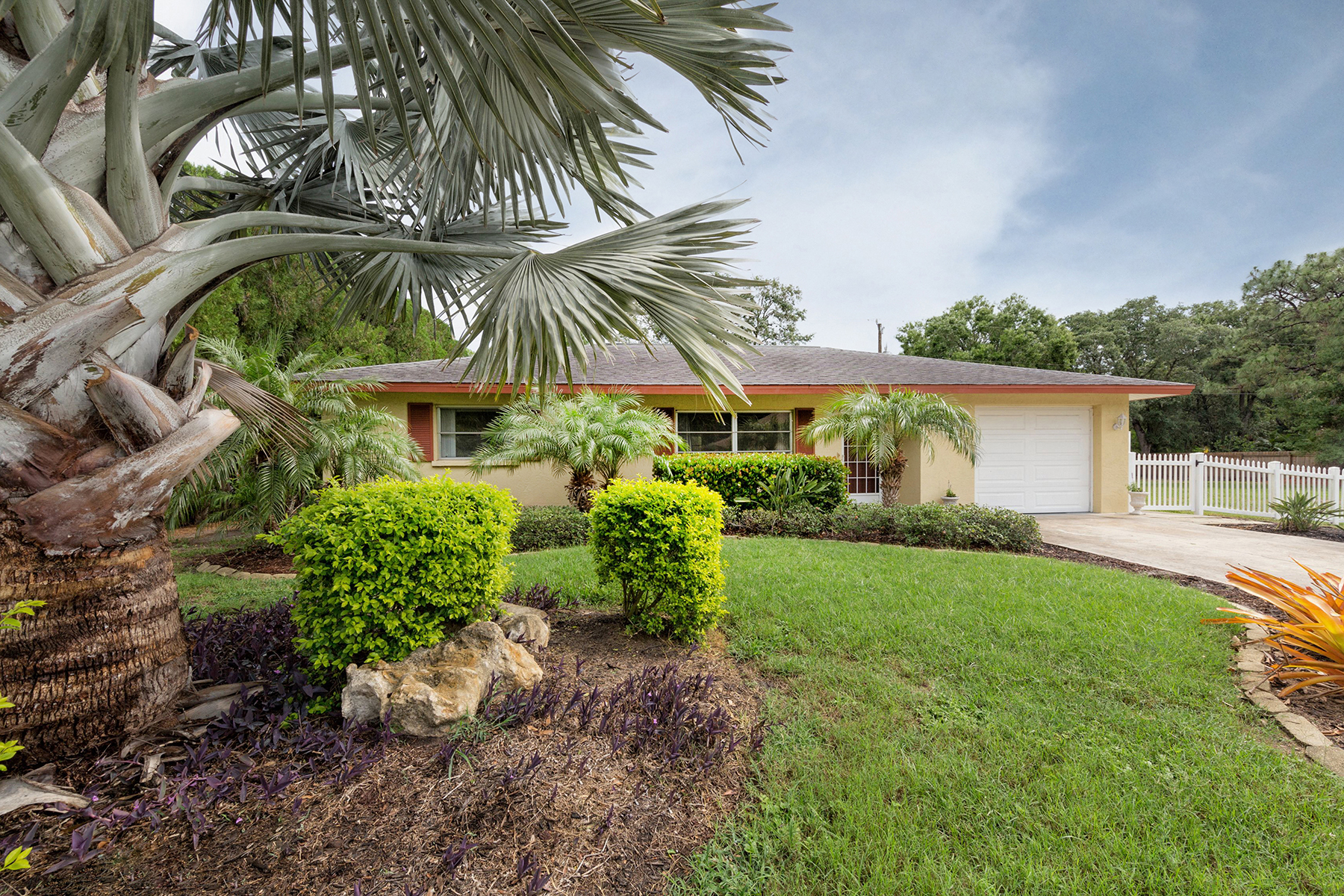 Single Family Home for Sale at SOUTH VENICE 755 Morningside Rd Venice, Florida, 34293 United States