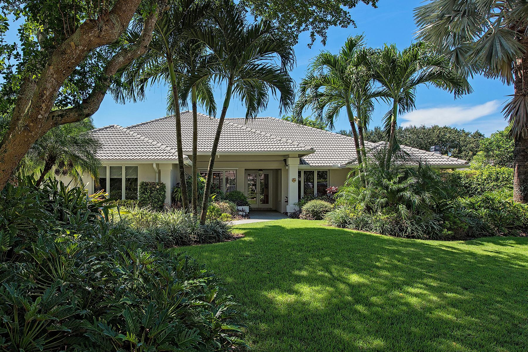 Частный односемейный дом для того Продажа на PINECREST AT PELICAN BAY 804 Tallow Tree Ct Naples, Флорида, 34108 Соединенные Штаты