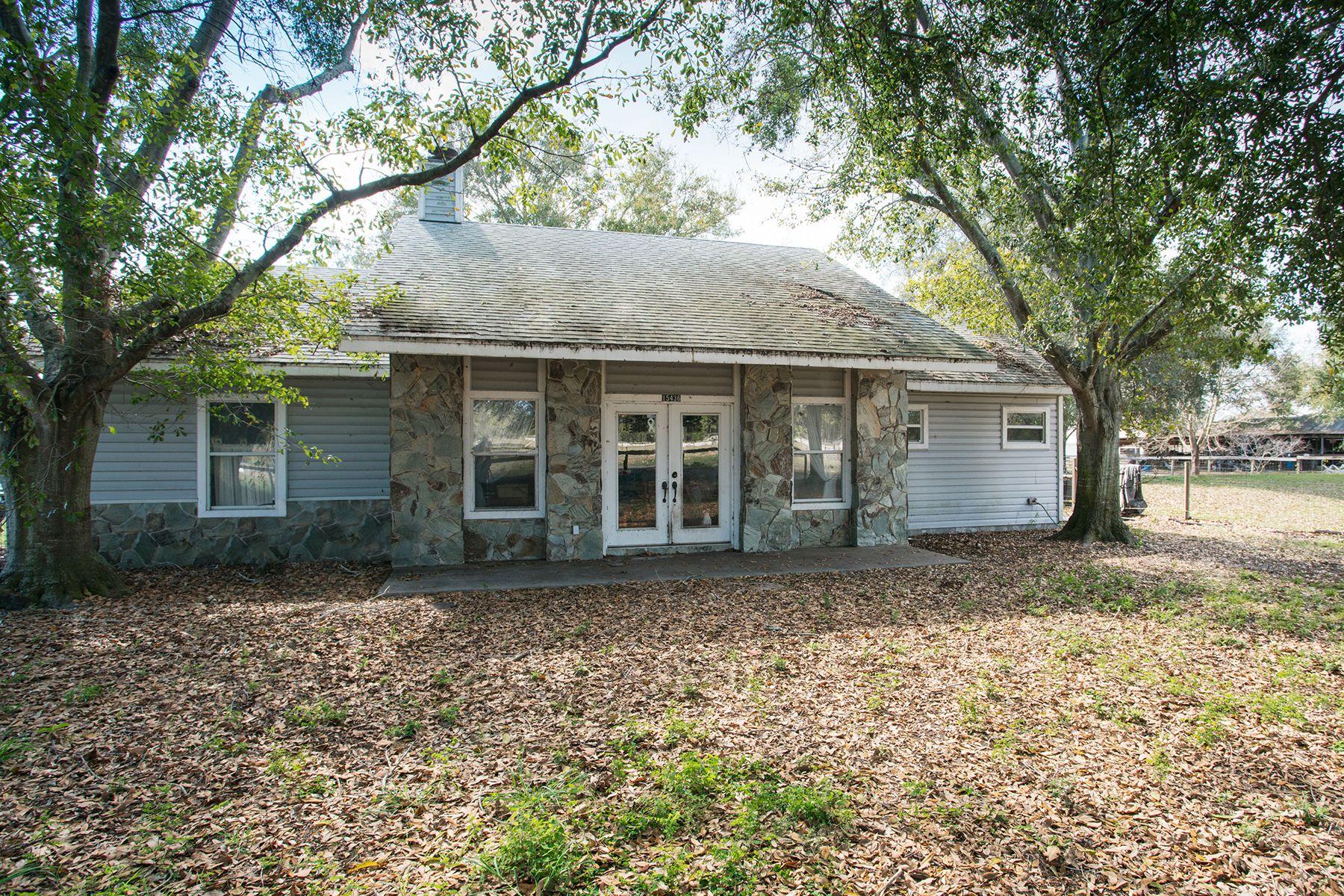 Maison unifamiliale pour l Vente à ORLANDO - ASTATULA 15436 County Road 48 Astatula, Florida, 34705 États-Unis