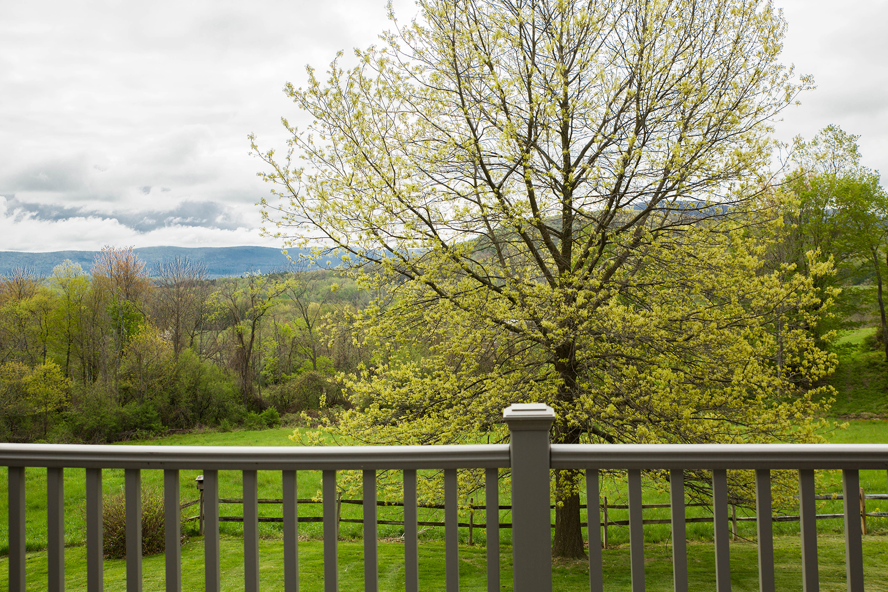 Additional photo for property listing at Elegant Custom Home 240  Beechwood Rd Hoosick Falls, New York 12090 Stati Uniti