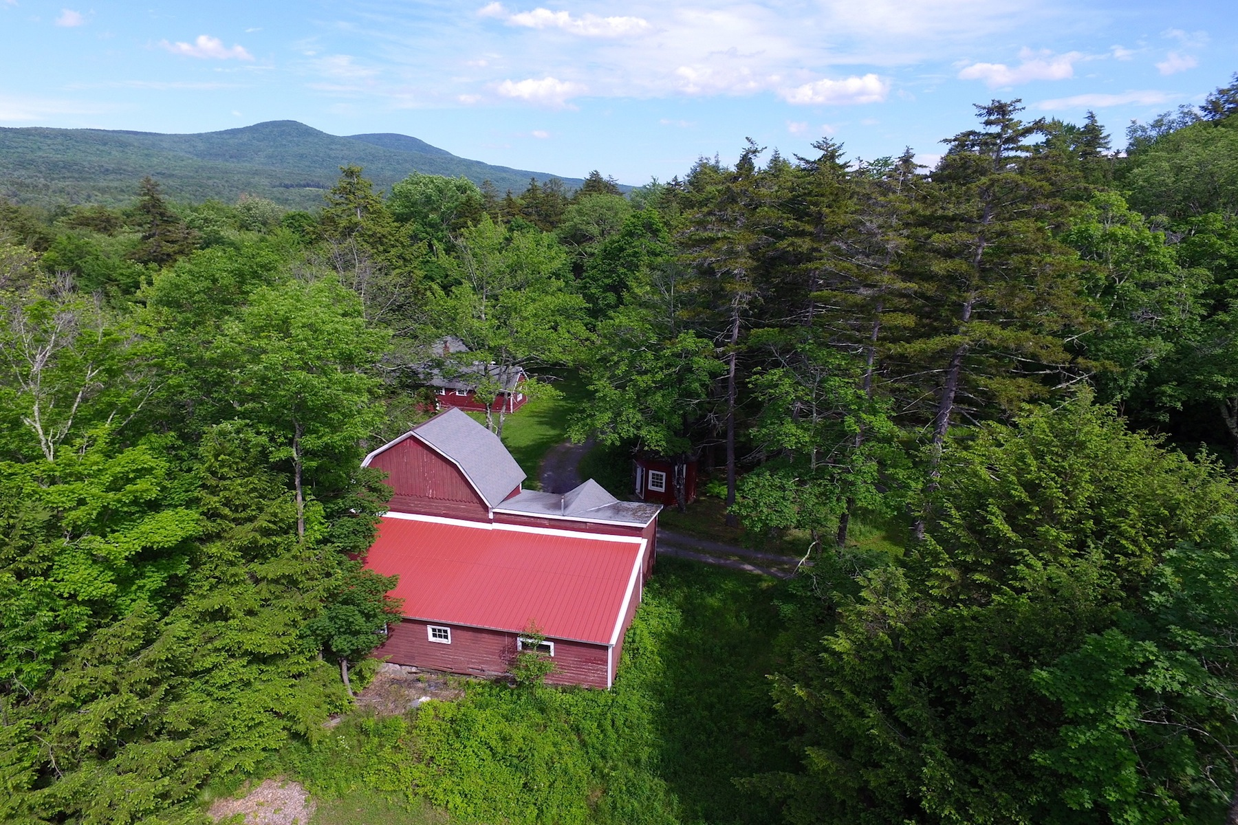 Single Family Home for Sale at Carver's Barn - A Love for the Arts 81 Green Hill Rd Hunter, New York 12427 United States