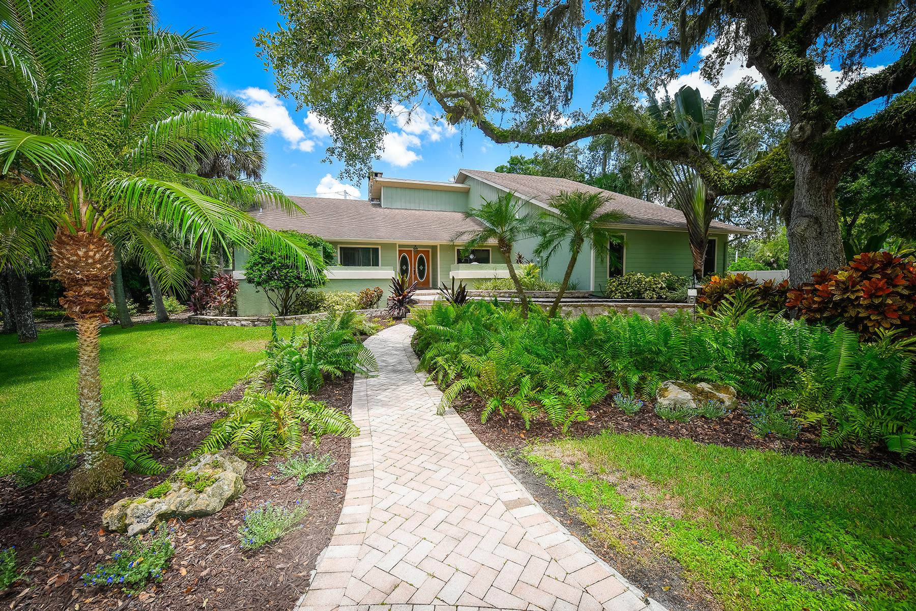 Частный односемейный дом для того Продажа на HIDDEN OAKS ESTATES 4721 Stone Ridge Trl Sarasota, Флорида, 34232 Соединенные Штаты
