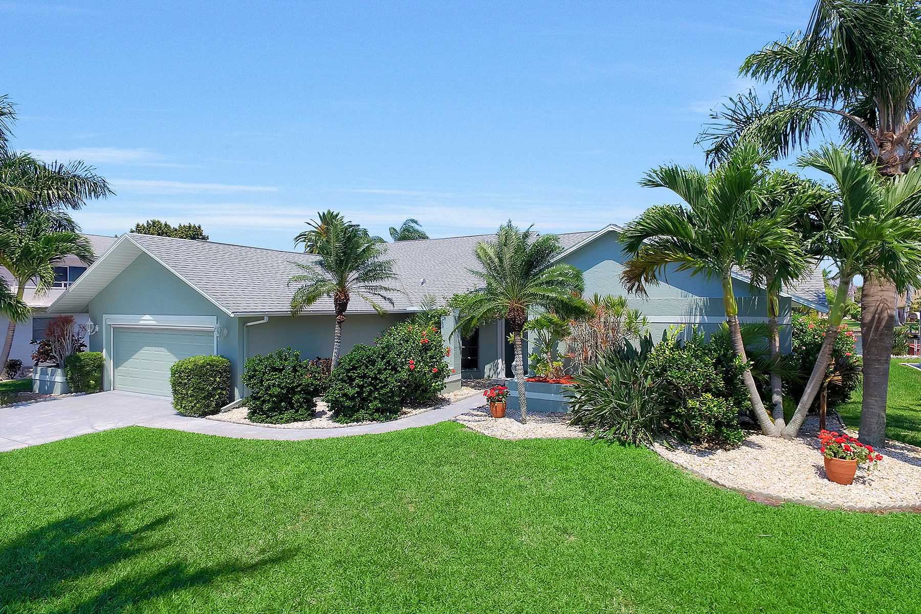 Single Family Home for Sale at CAPE CORAL 1927 SE 35th St Cape Coral, Florida 33904 United States