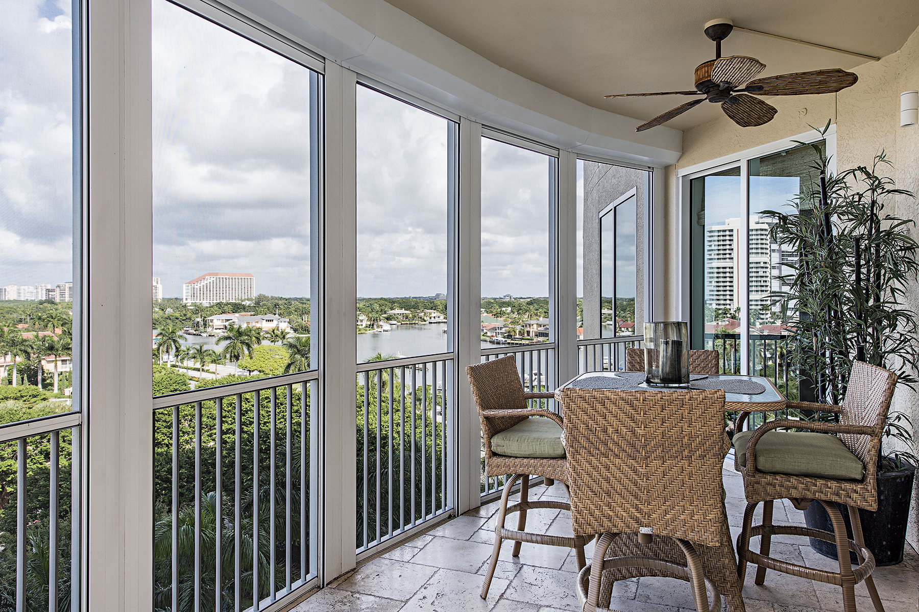 Additional photo for property listing at PARK SHORE - ARIA 4501  Gulf Shore Blvd  N 704,  Naples, Florida 34103 United States