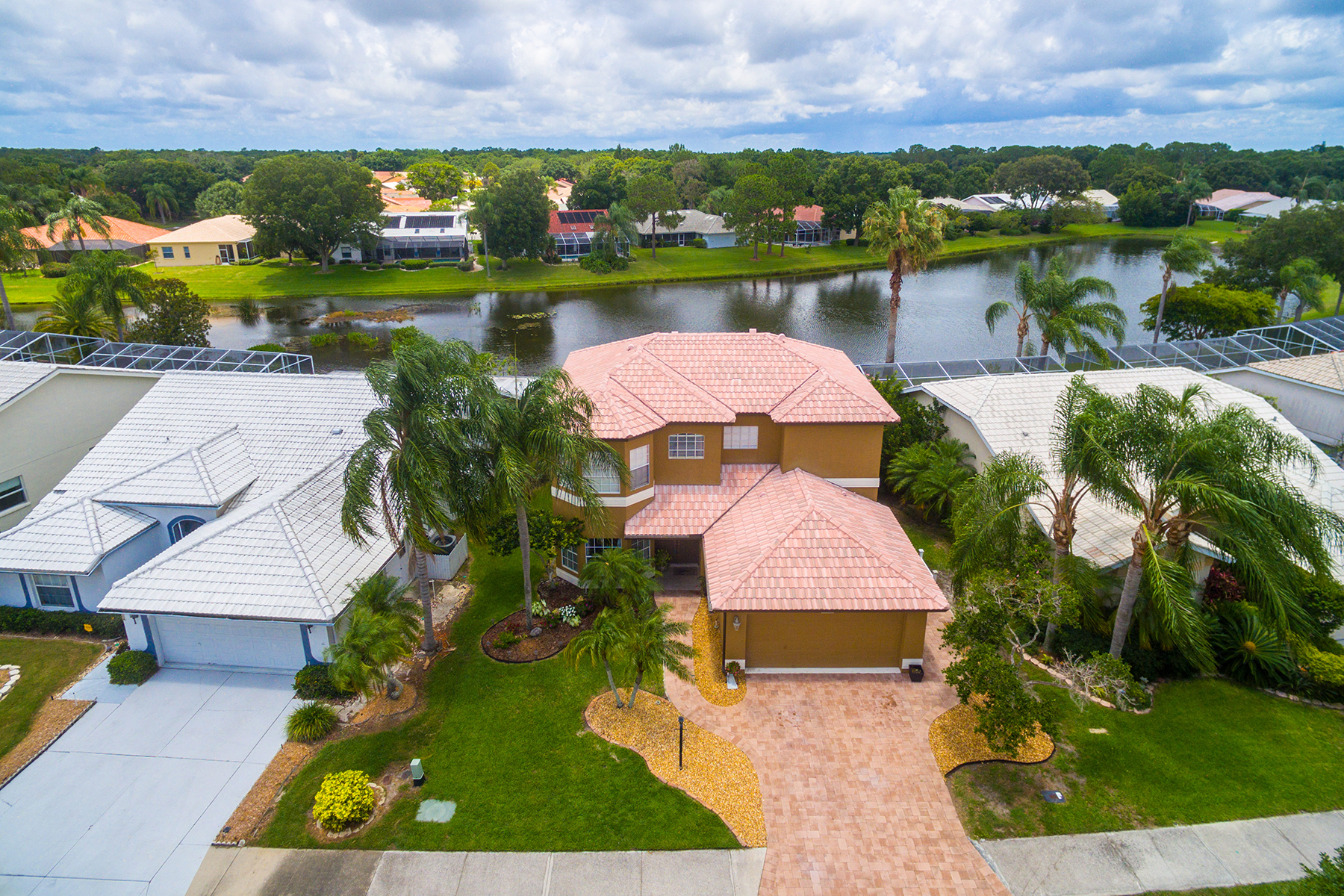 Single Family Home for Sale at DEL SOL VILLAGE AT LONGWOOD RUN 5734 Beaurivage Ave Sarasota, Florida, 34243 United States